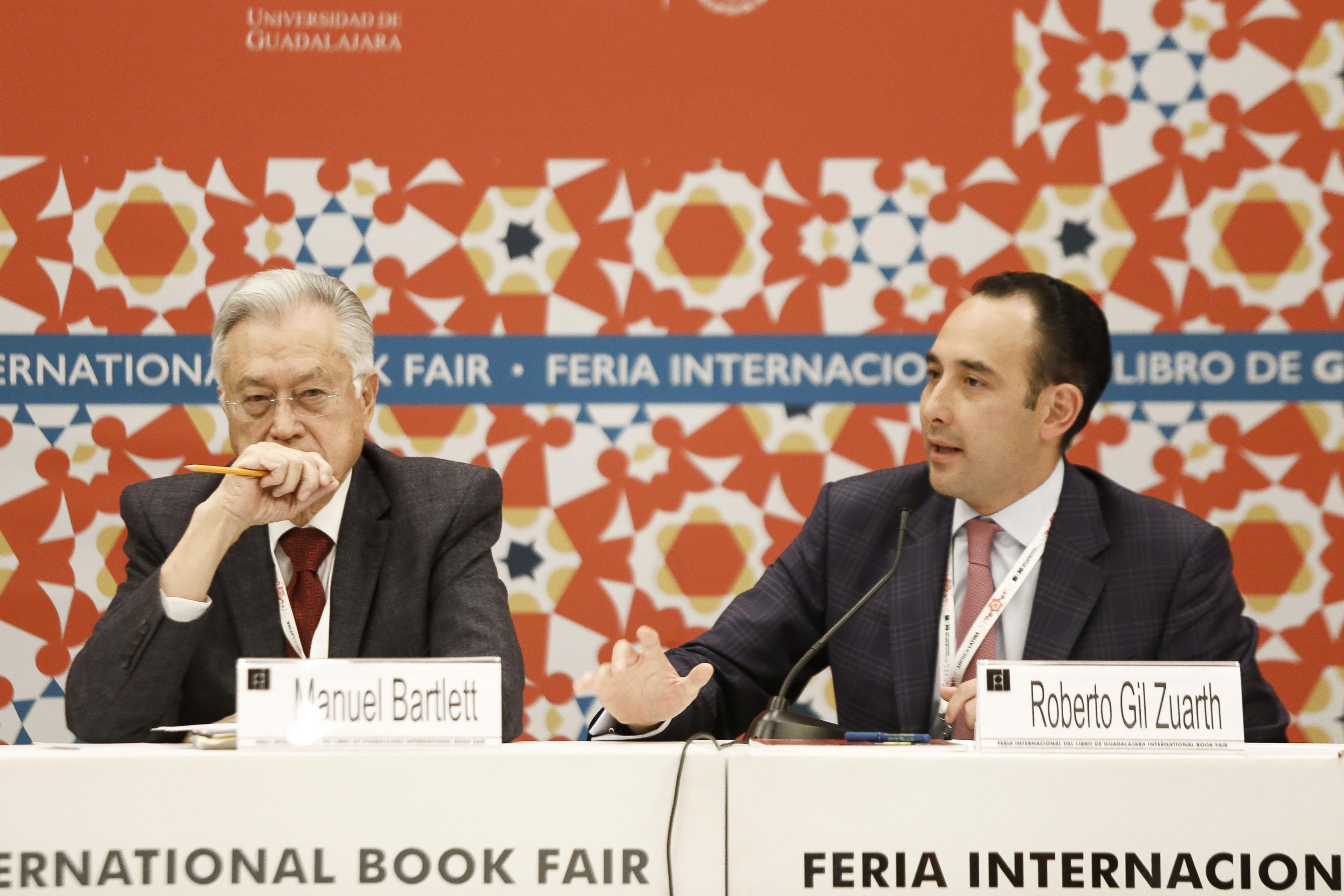 """Panelistas de """"Aportaciones y limitaciones del Sistema Nacional Anticorrupción"""" en la FIL"""