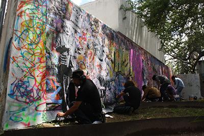 Pinta mr brainwash mural en la udeg universidad de for Mural by mr brainwash
