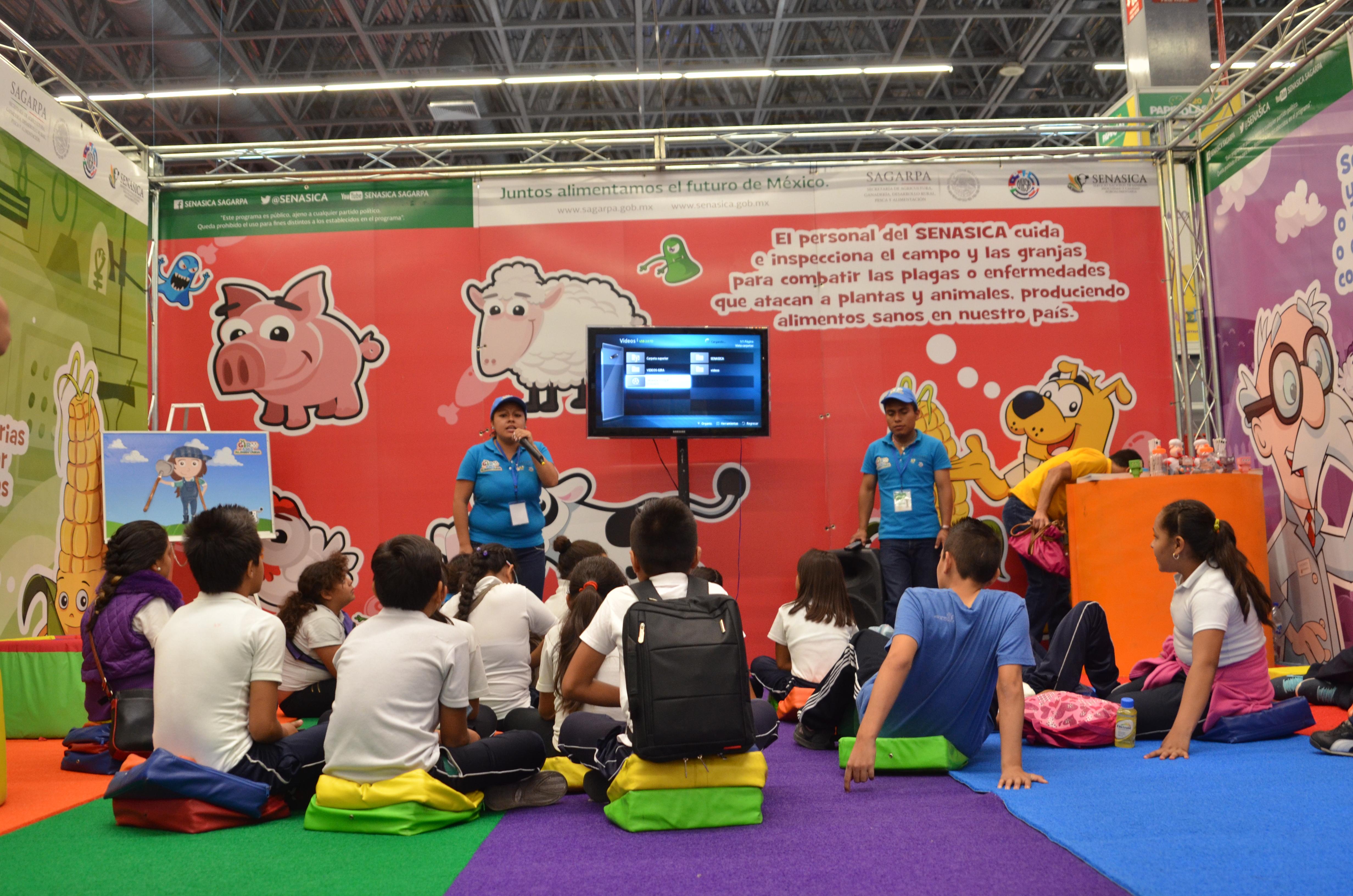 Niños participando en el Festival Papirolas