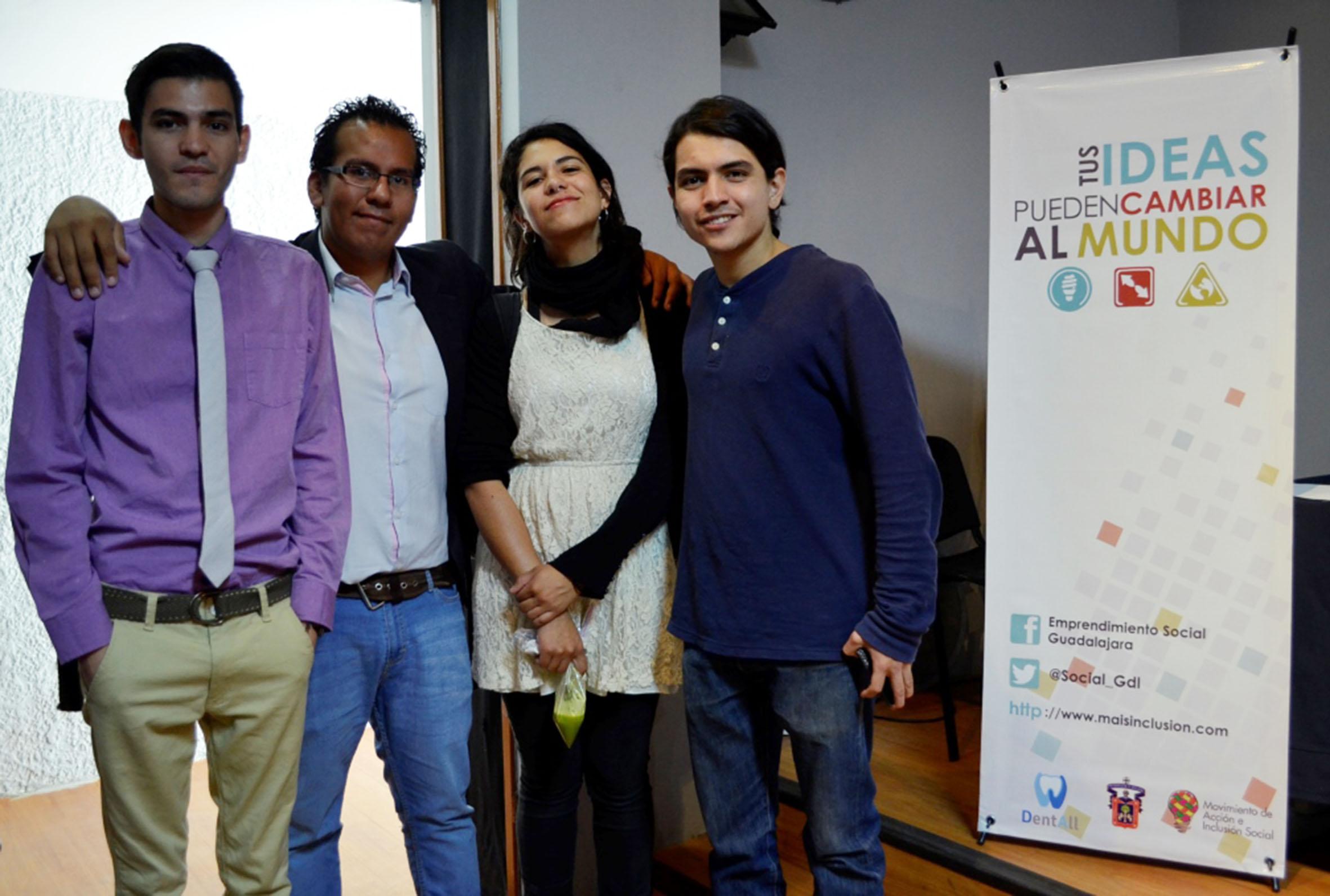 Alumnos del CUAAD que participaron en la gira del emprendimiento social