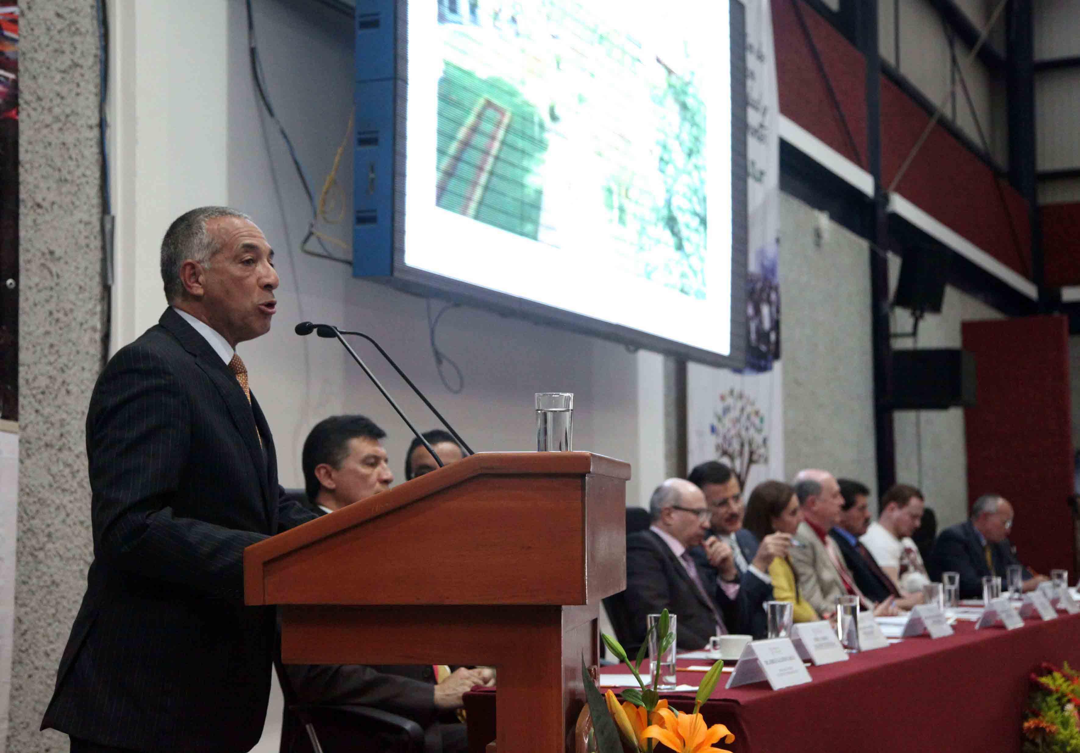 Exposición del segundo informe de actividades del maestro Ricardo Xicoténcatl García Cauzor, Rector del CUSur, ante autoridades universitarias.