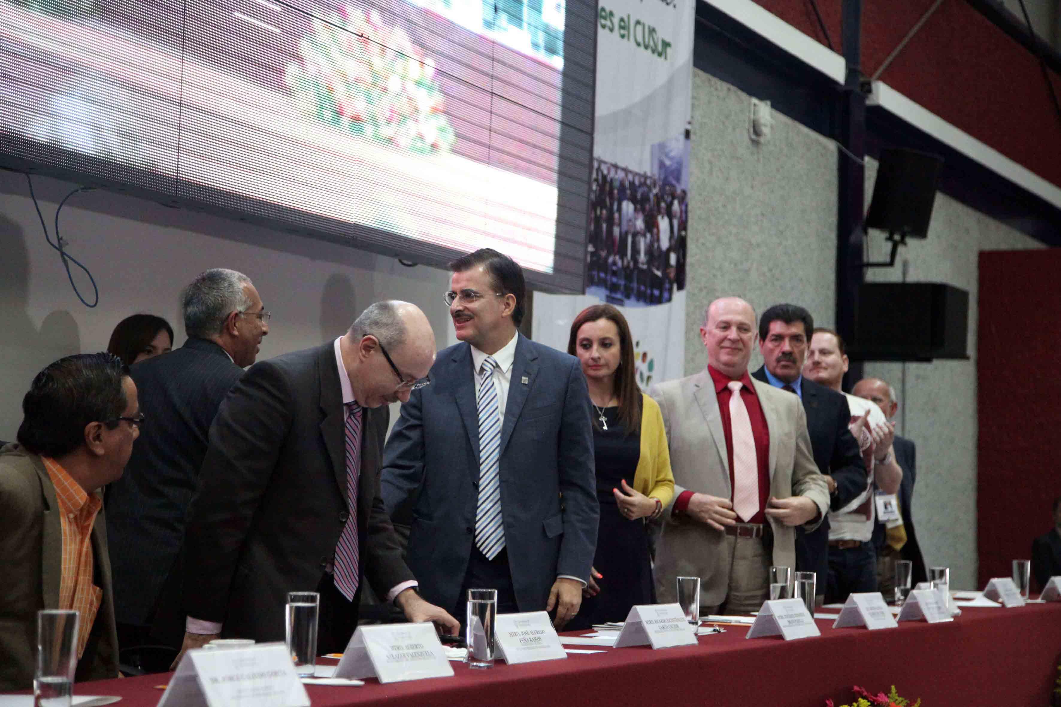 Mtro. José Alfredo Peña Ramos, Secretario General de la UdeG, Mtro  Itzcóatl Tonatiuh Bravo Padilla, Rector General de la UdeG y Mtro. Ricardo Xicoténcatl García Cauzor, Rector del CUSur.