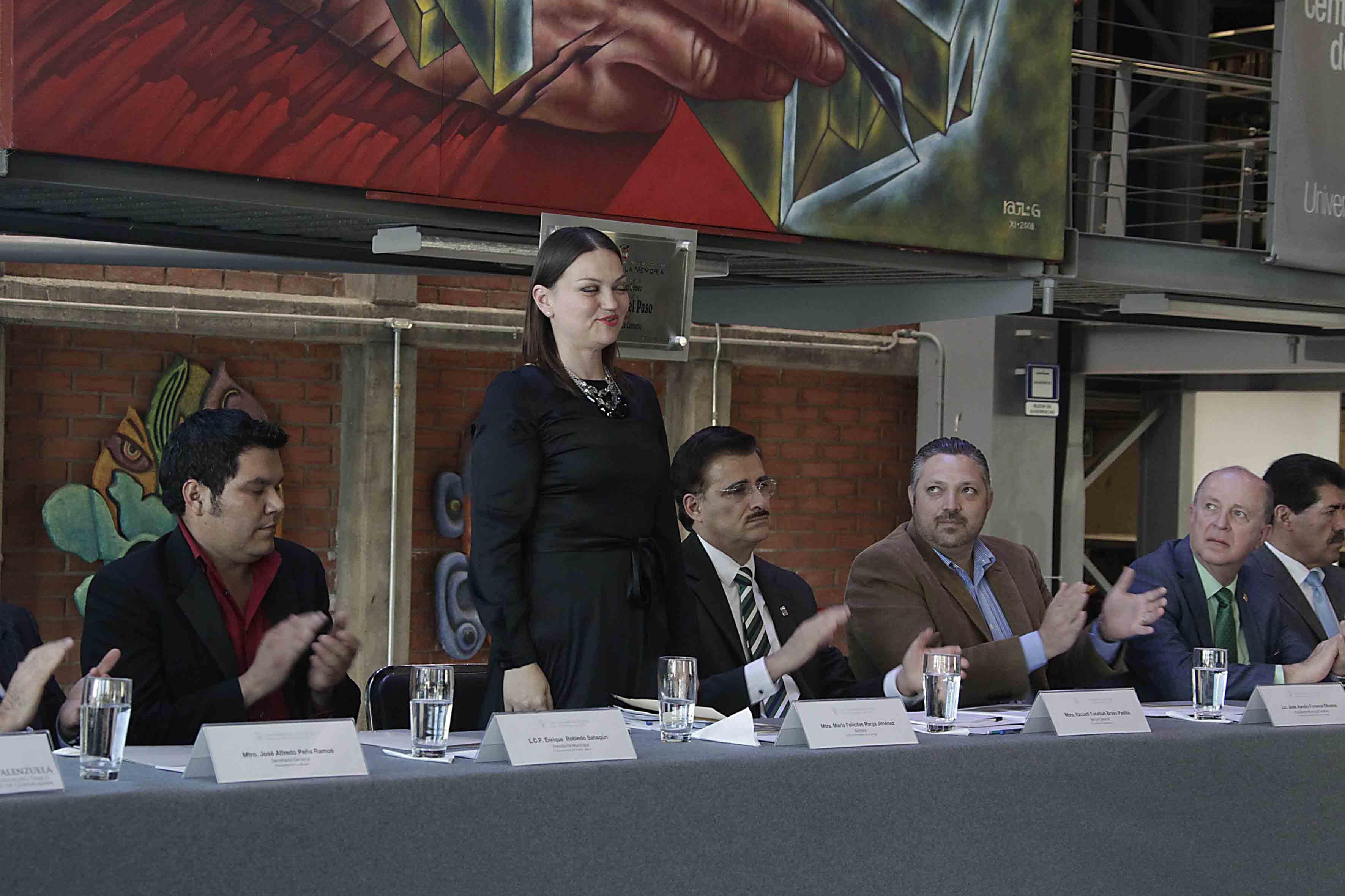 Presentación de la Rectora del Centro Universitario de la Ciénega, maestra María Felícitas Parga Jiménez en su segundo informe de actividades 2014-2015, y autoridades universitarias y del plantel.