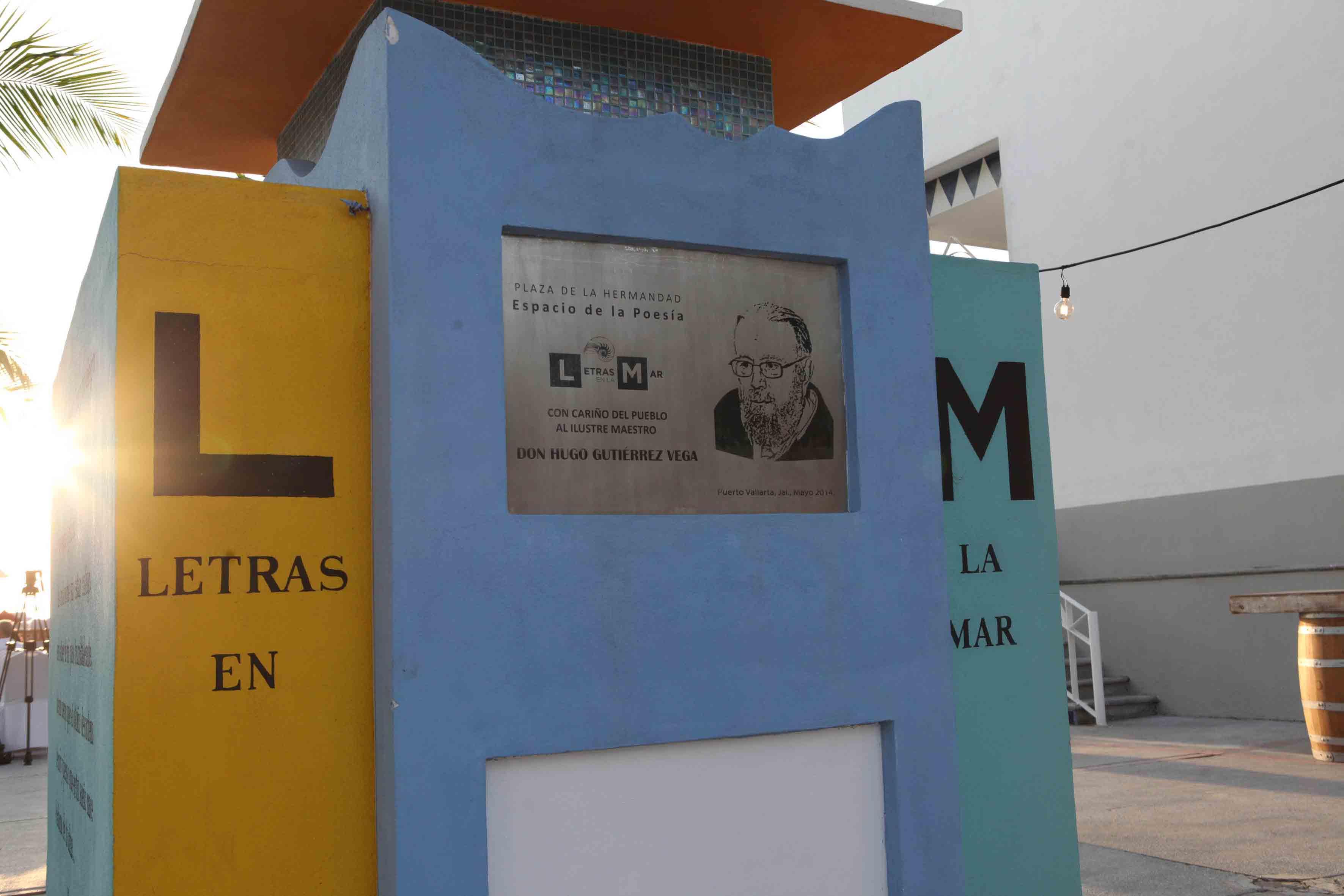 Placa de Letras del Mar, en honor a Hugo Gutiérrez Vega