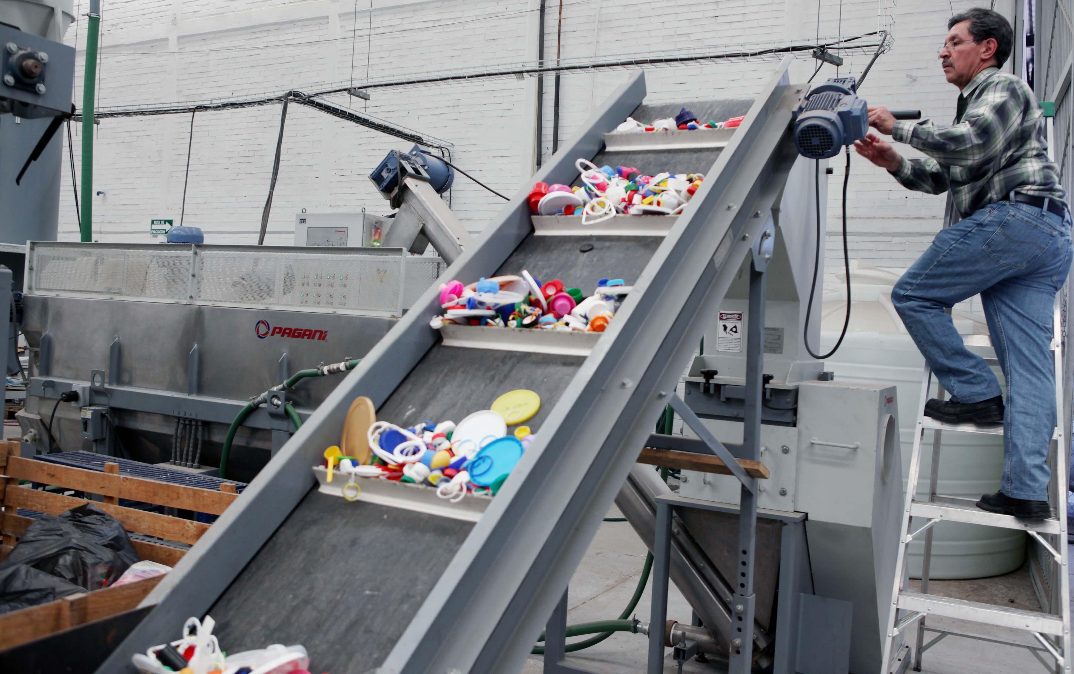 Maquina de reciclado con material