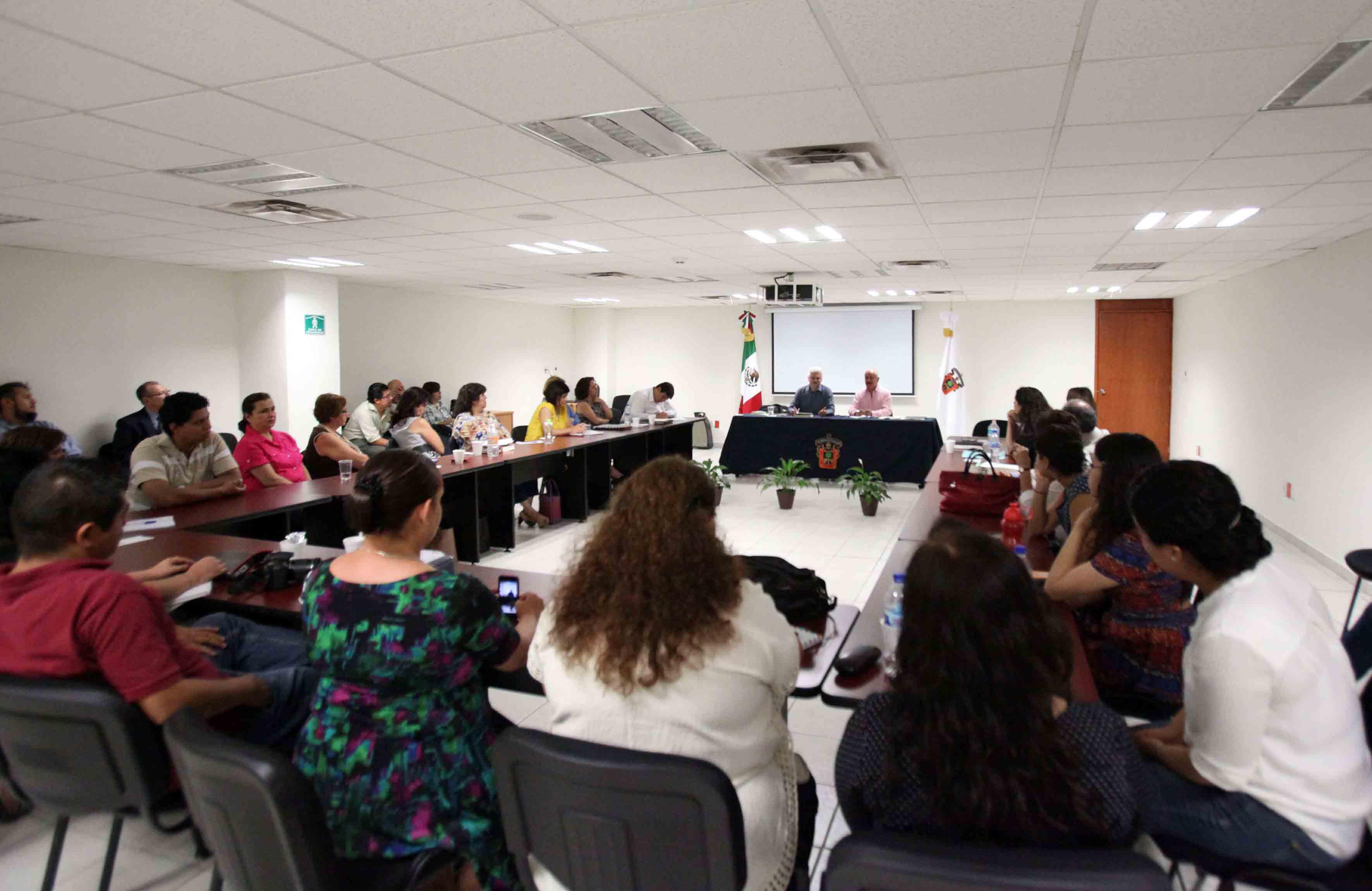 """Brinda historiador la conferencia """"Documento y lenguaje ..."""