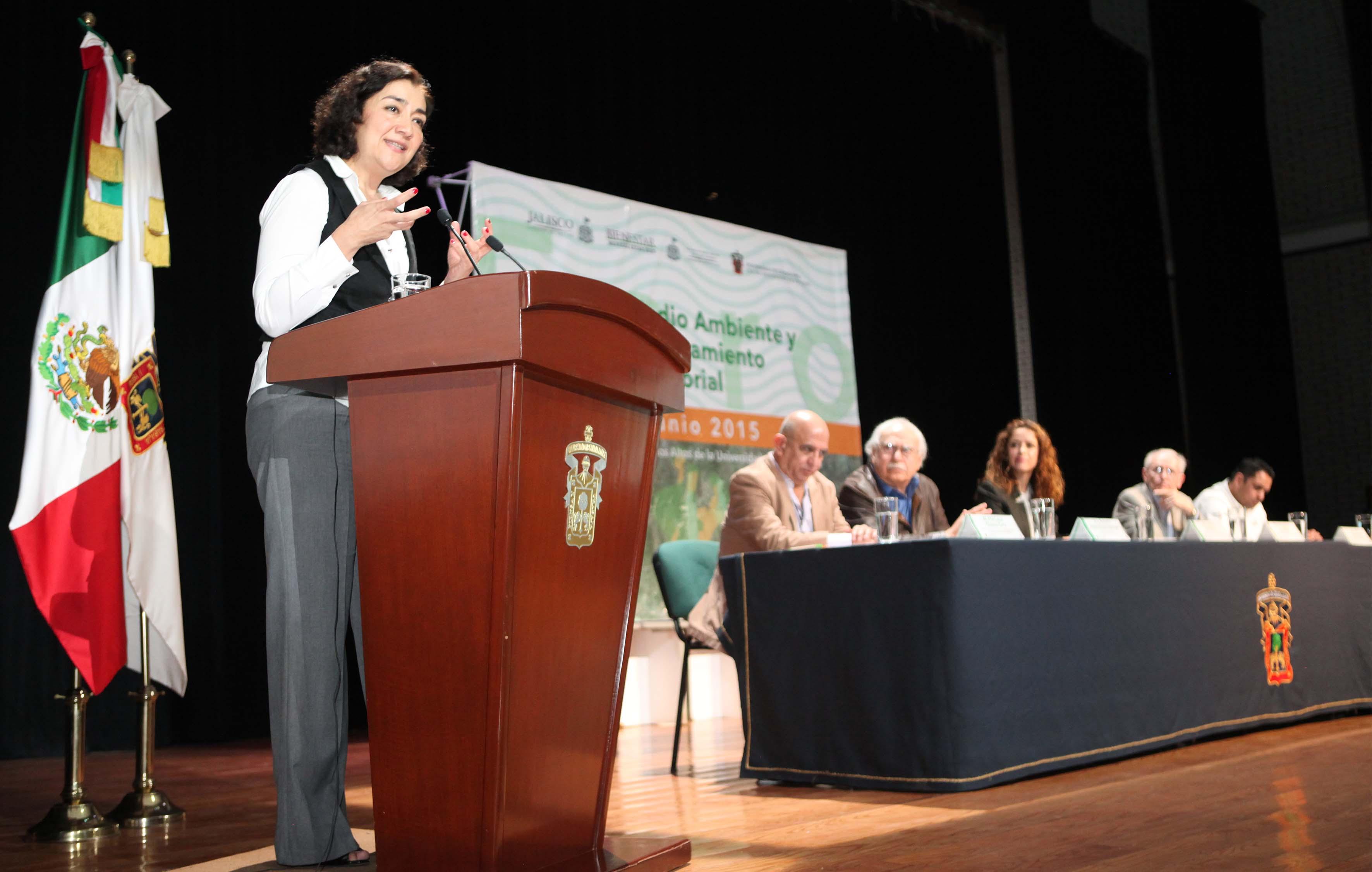 Participando en el evento la Rectora María Magdalena Ruiz Mejía