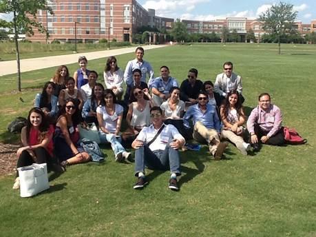 Profesores, estudiantes y trabajadores administrativos de la UdG
