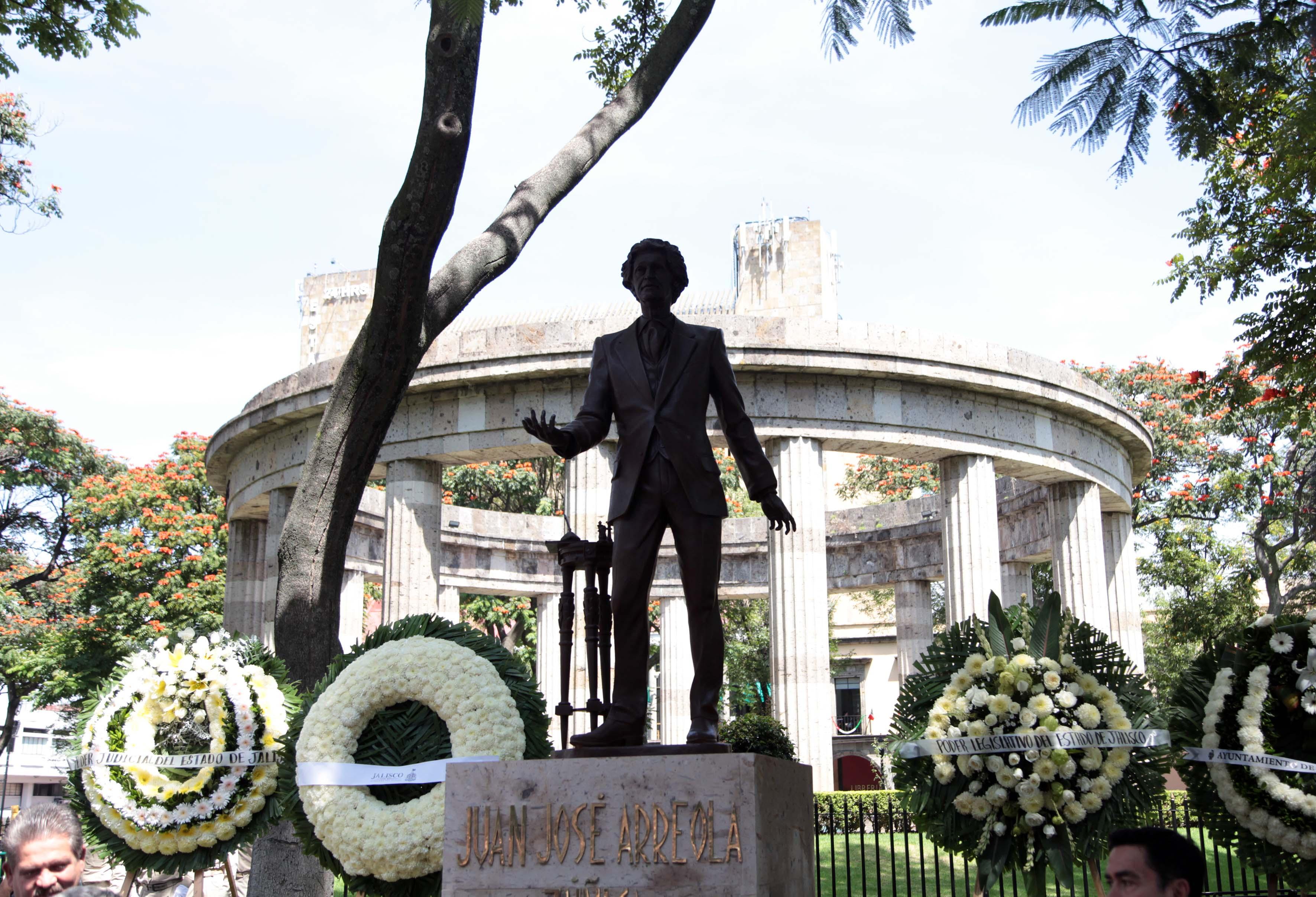 Estatua de Juan José Arreola, en la rotonda de los jaliscienses Ilustres