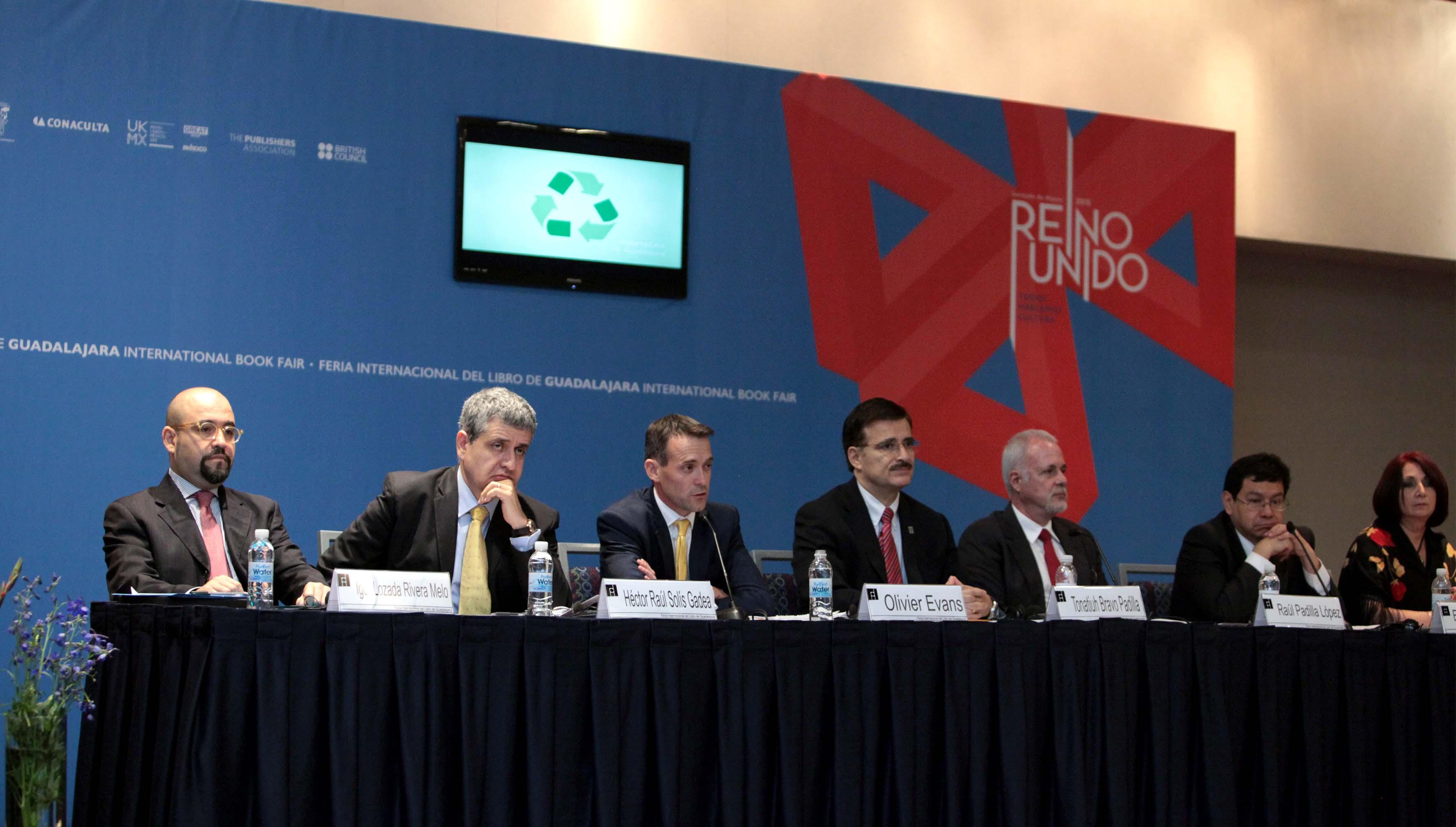 Presidium en la rueda de prensa de presentación de Fil 2015
