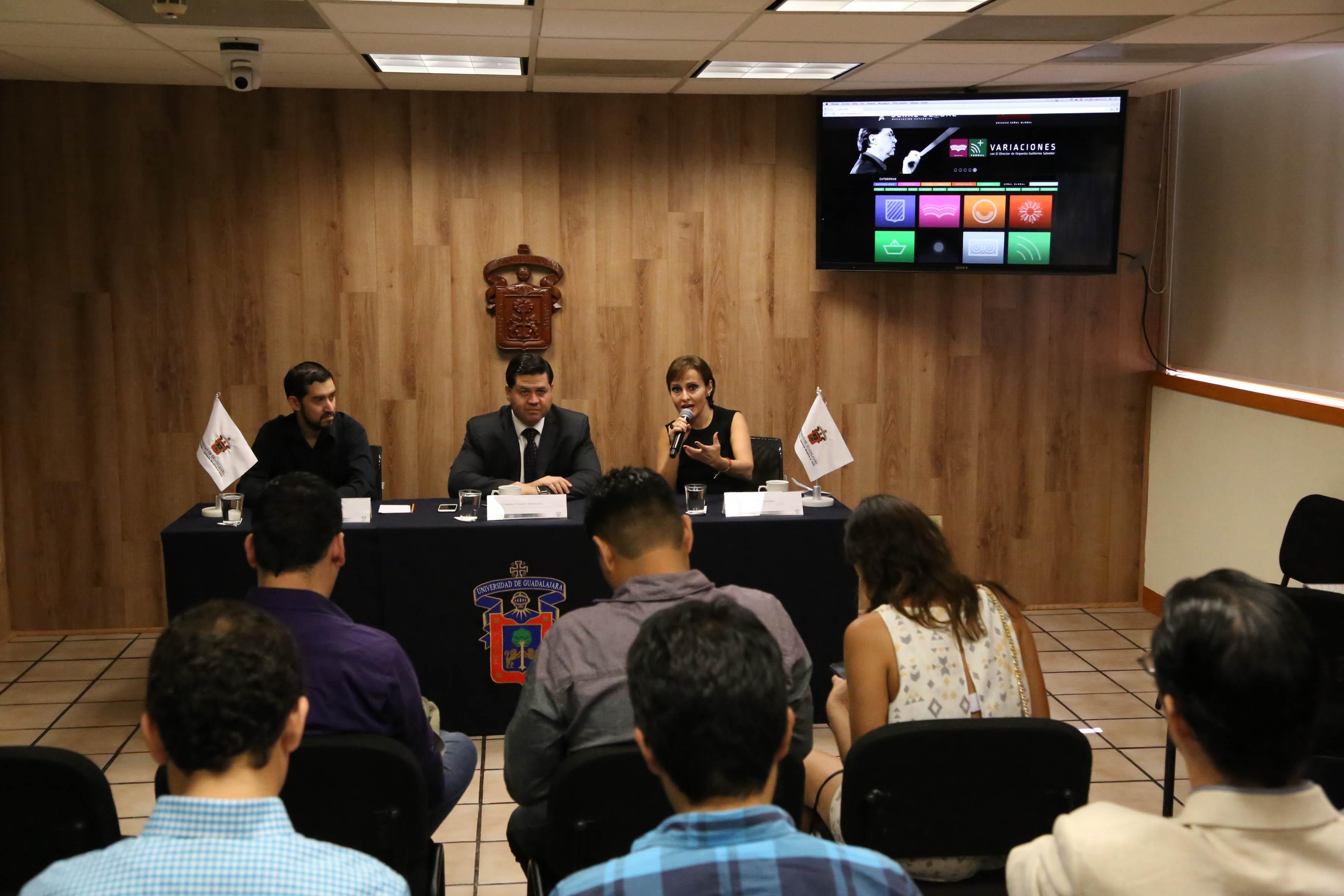 Presidium y asistentes a la Rueda de Prensa