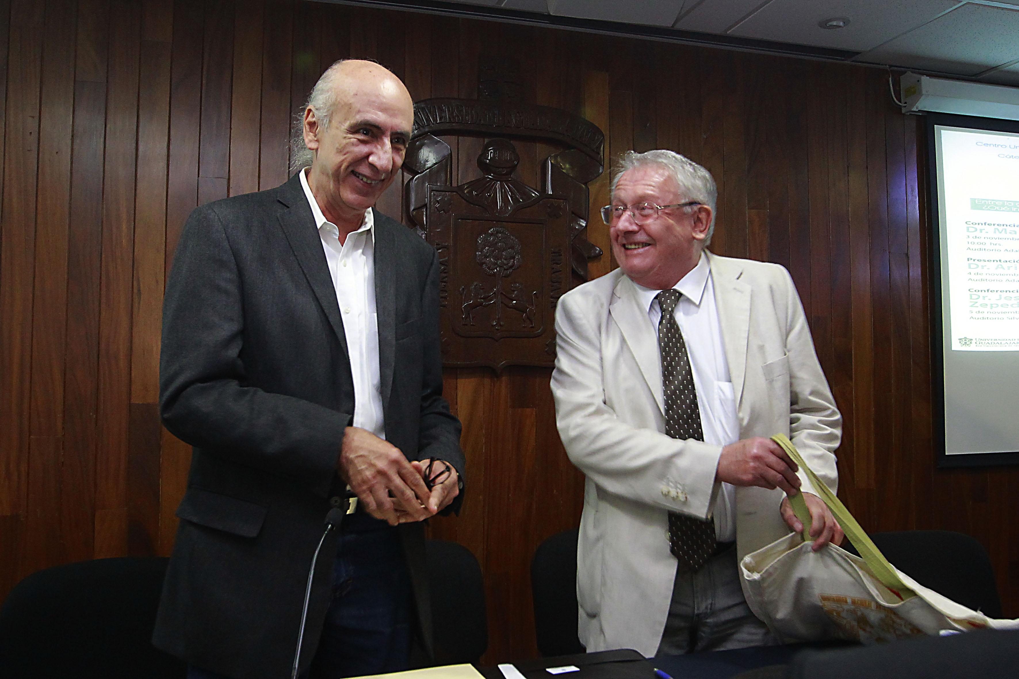 Doctor Jaime Preciado Coronado y el Investigador en Filosofía Mark Platts Daley  participando en el 1er Cloquio de Ética Pública