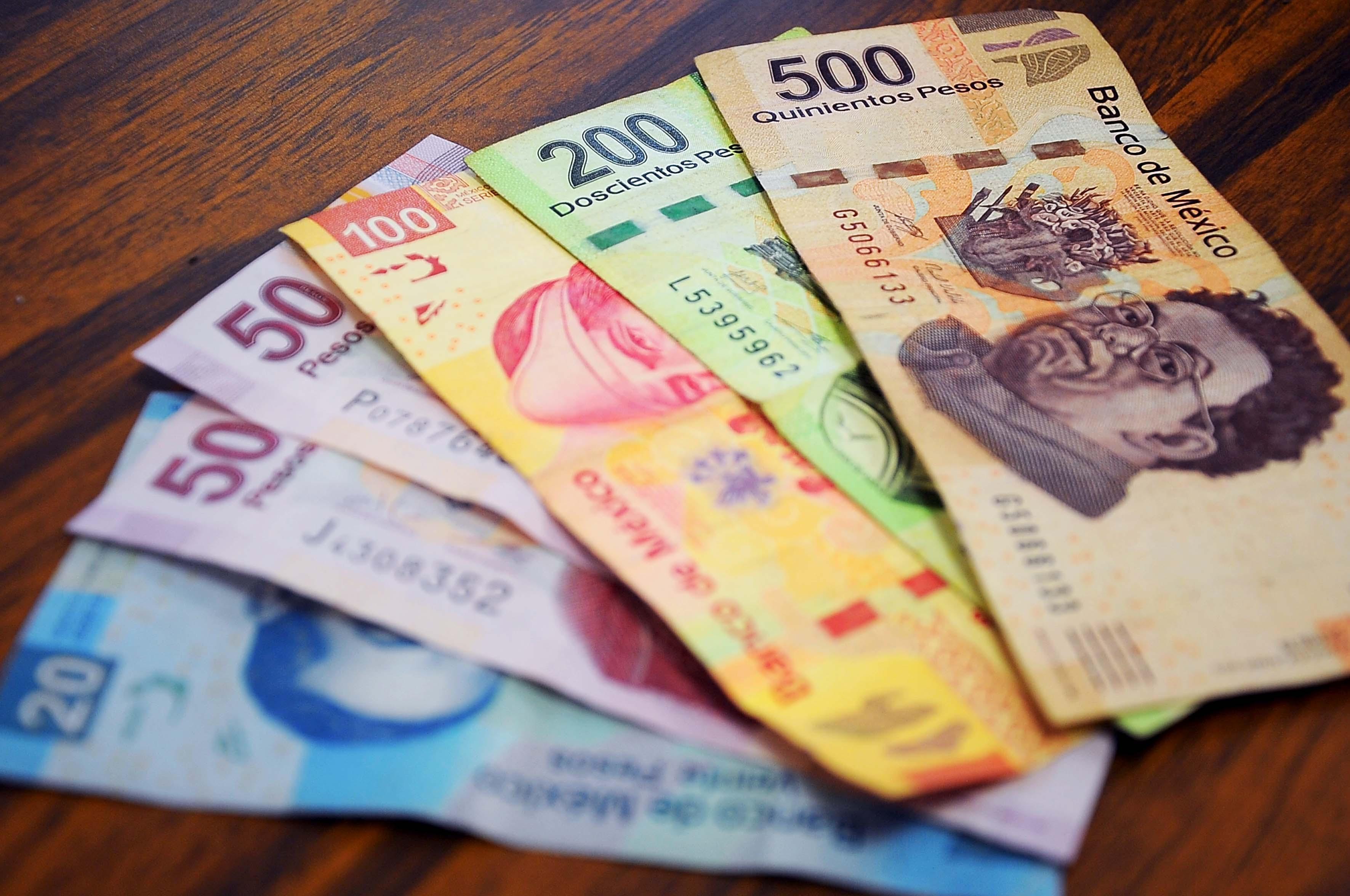 Varios billetes mexicanos de distinta nominación