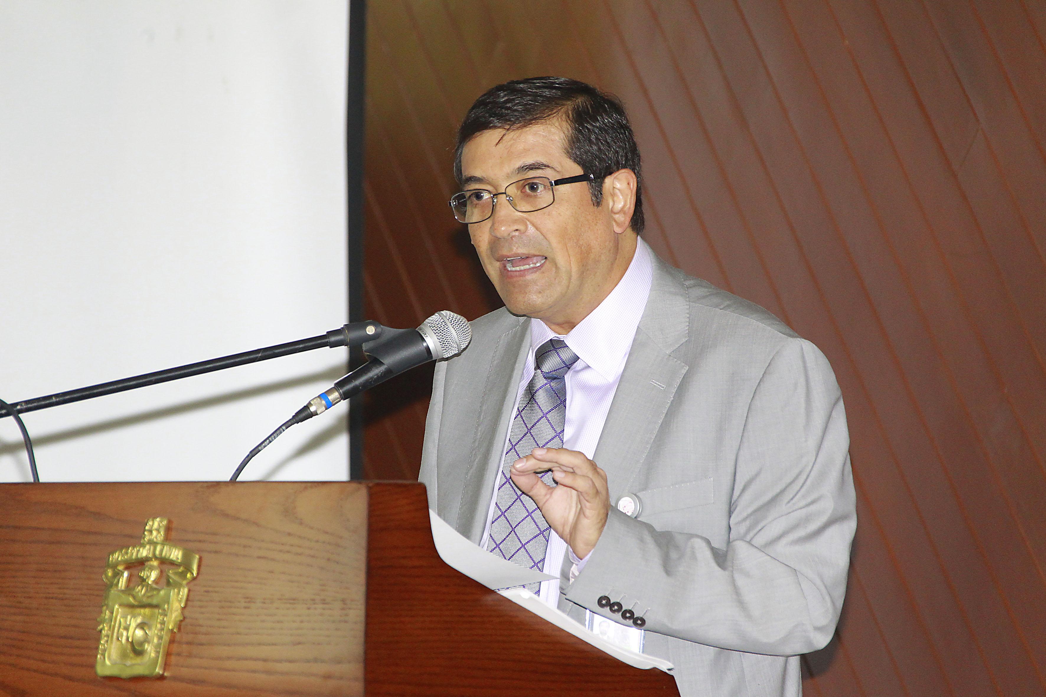 El Dr.  Sergio Villaseñor Bayardo