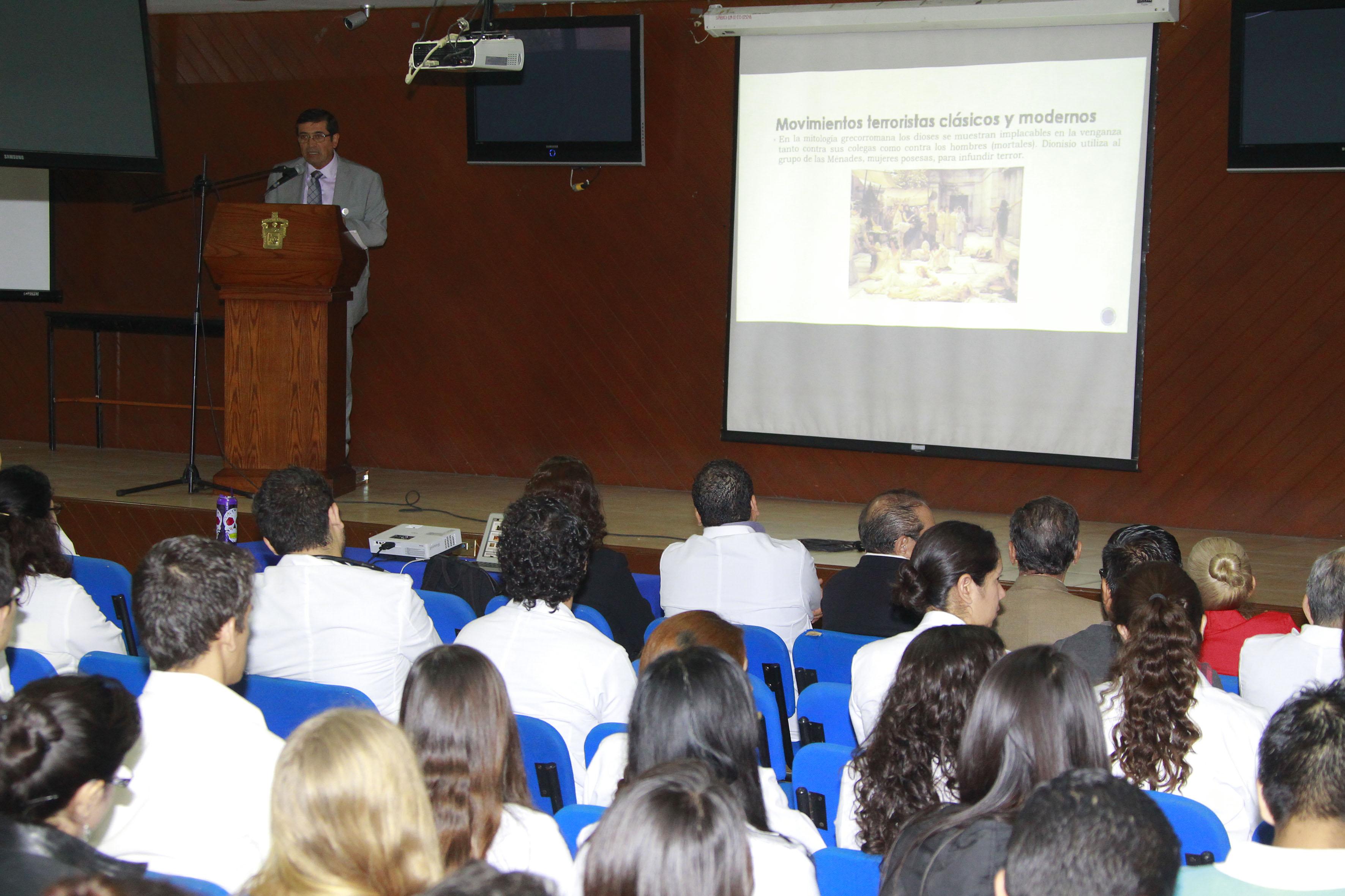 """El Doctor Sergio Villaseñor Bayardo, dictó la conferencia """"Terrorismo: aspectos históricos y psicopatológicos"""""""