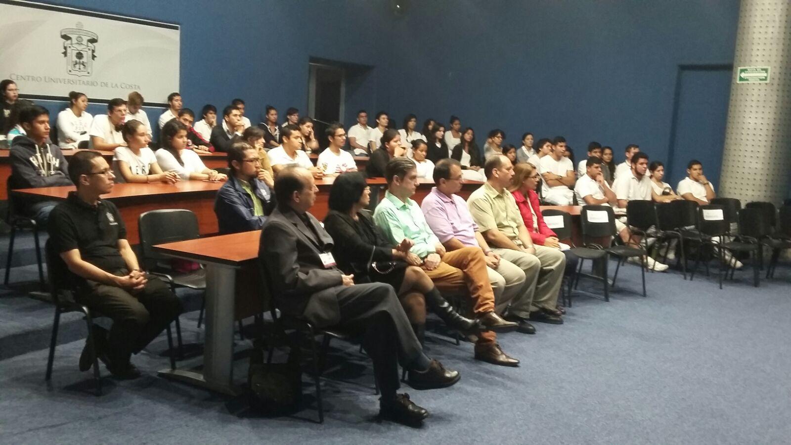 Asistentes a la acreditación internacional de la licenciatura en medicina del CUCosta.