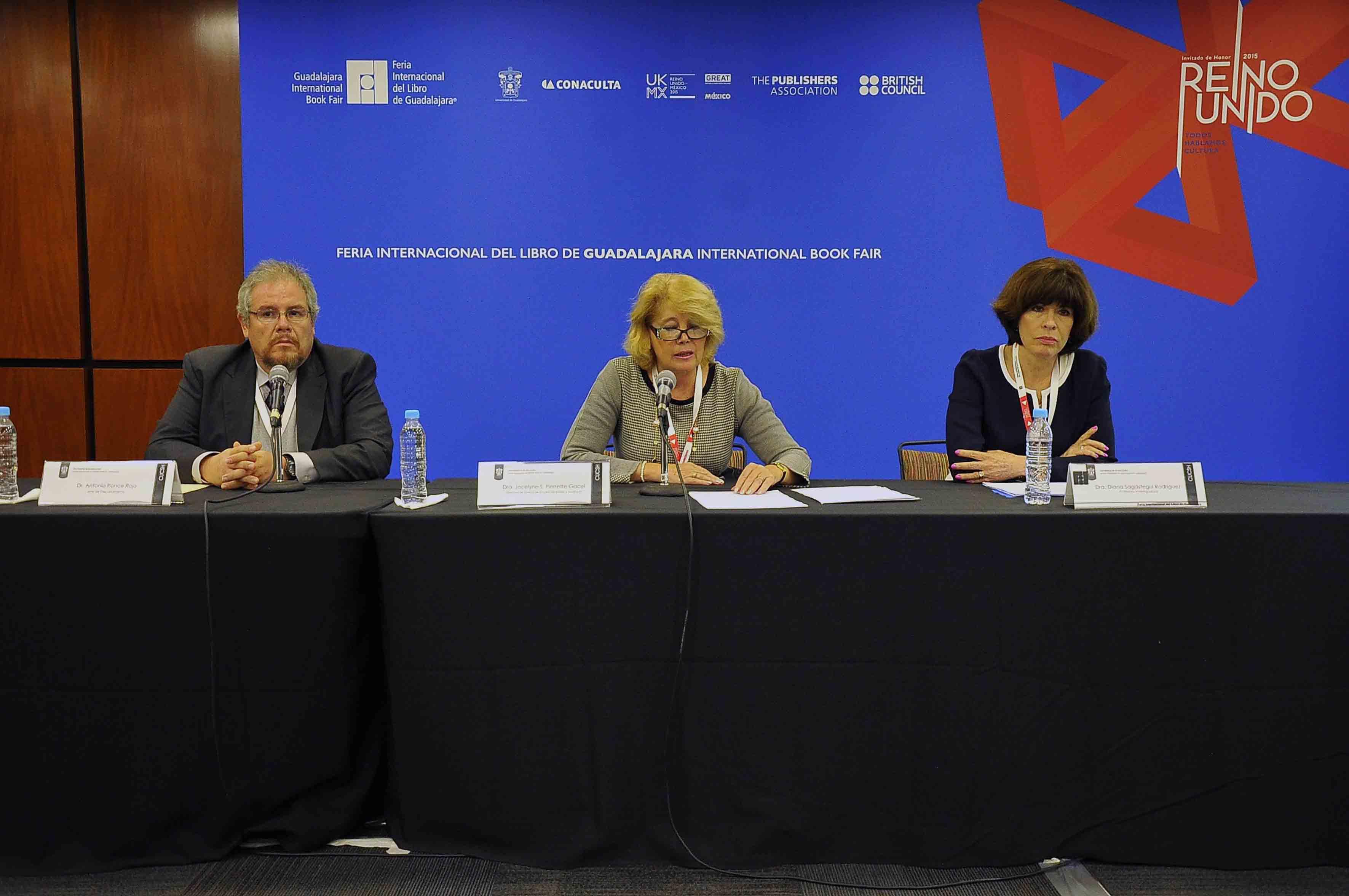 Panelistas de la inauguración del XIX Encuentro Internacional de Investigación Educativa, organizado por el Centro Universitario de Ciencias Sociales y Humanidades (CUCSH)