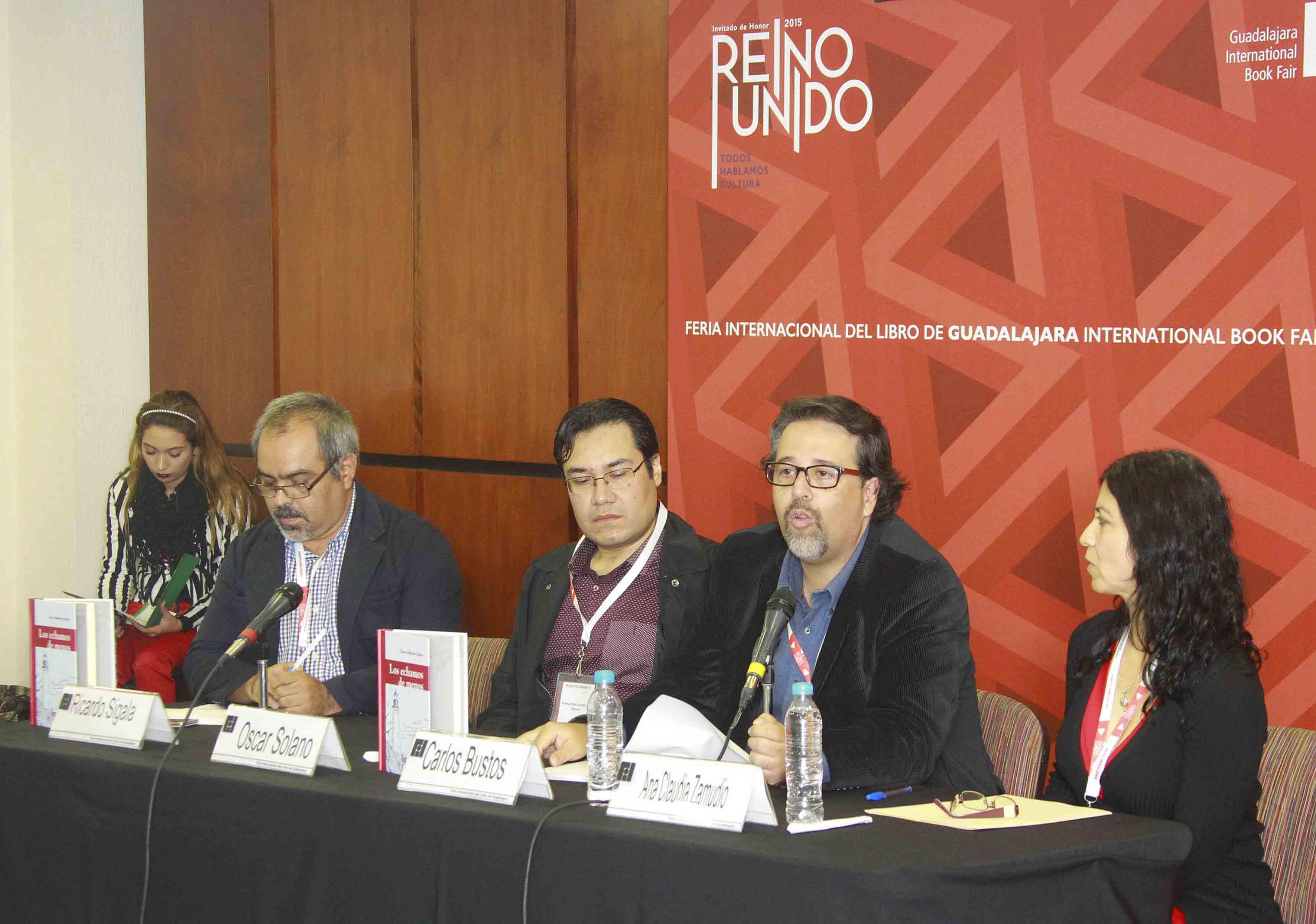 Panelistas en la entrega del reconocimiento
