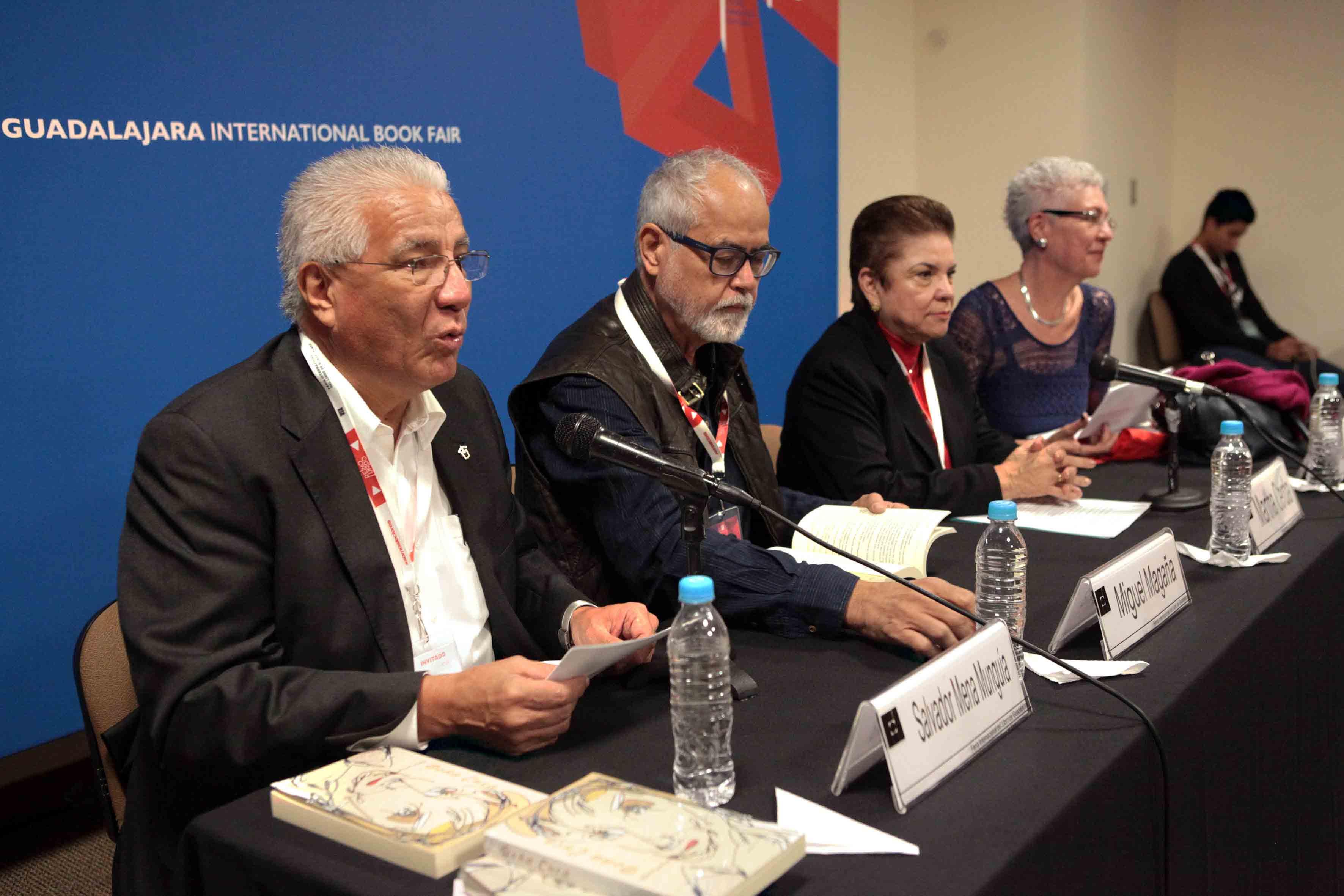 Ceremonia de presentación de la novela titulada Doña Cuca, en la FIL