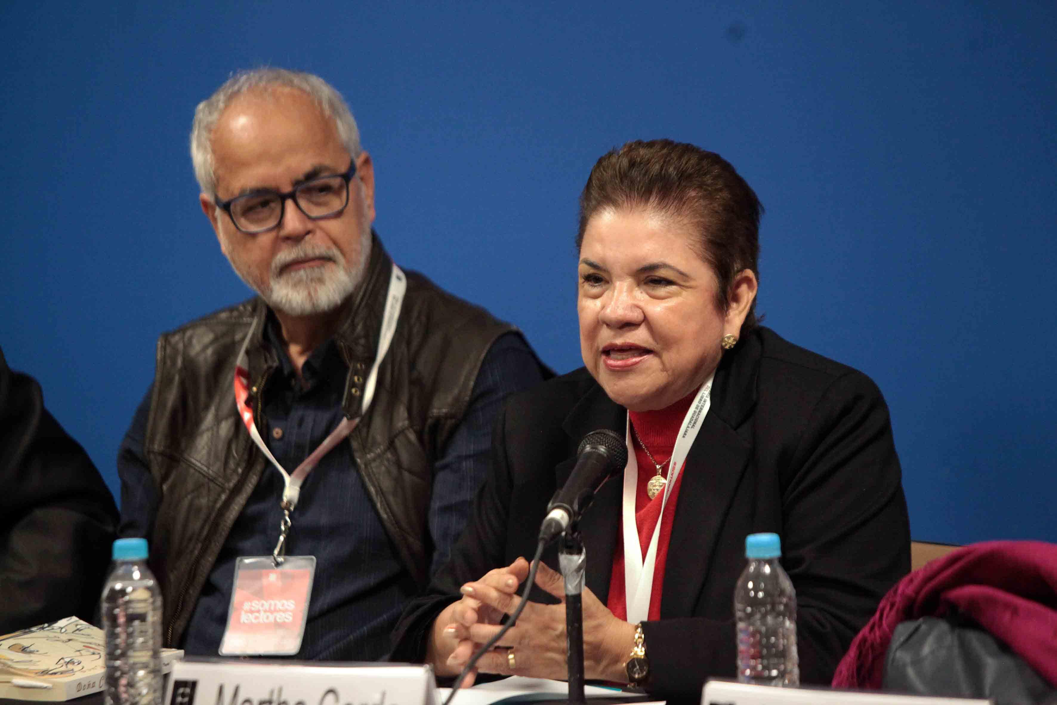 Mtra. Martha Cerda, participando en la presentación de la novela titulada Doña Cuca