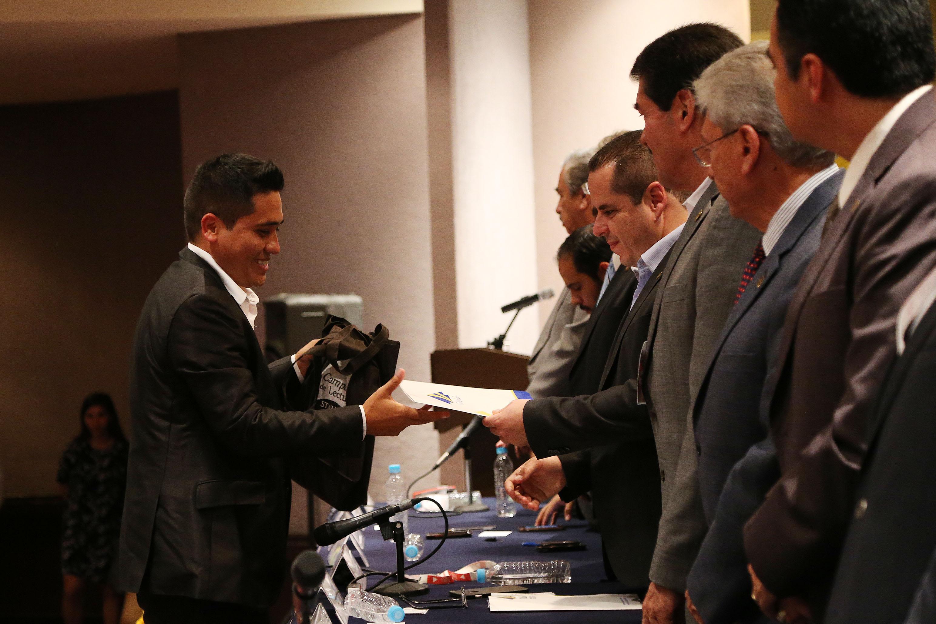 Ceremonia entrega de premios y reconocimientos a los ganadores de Pública tu libro; el Concurso de cuento y poesía Adalberto Navarro Sánchez,