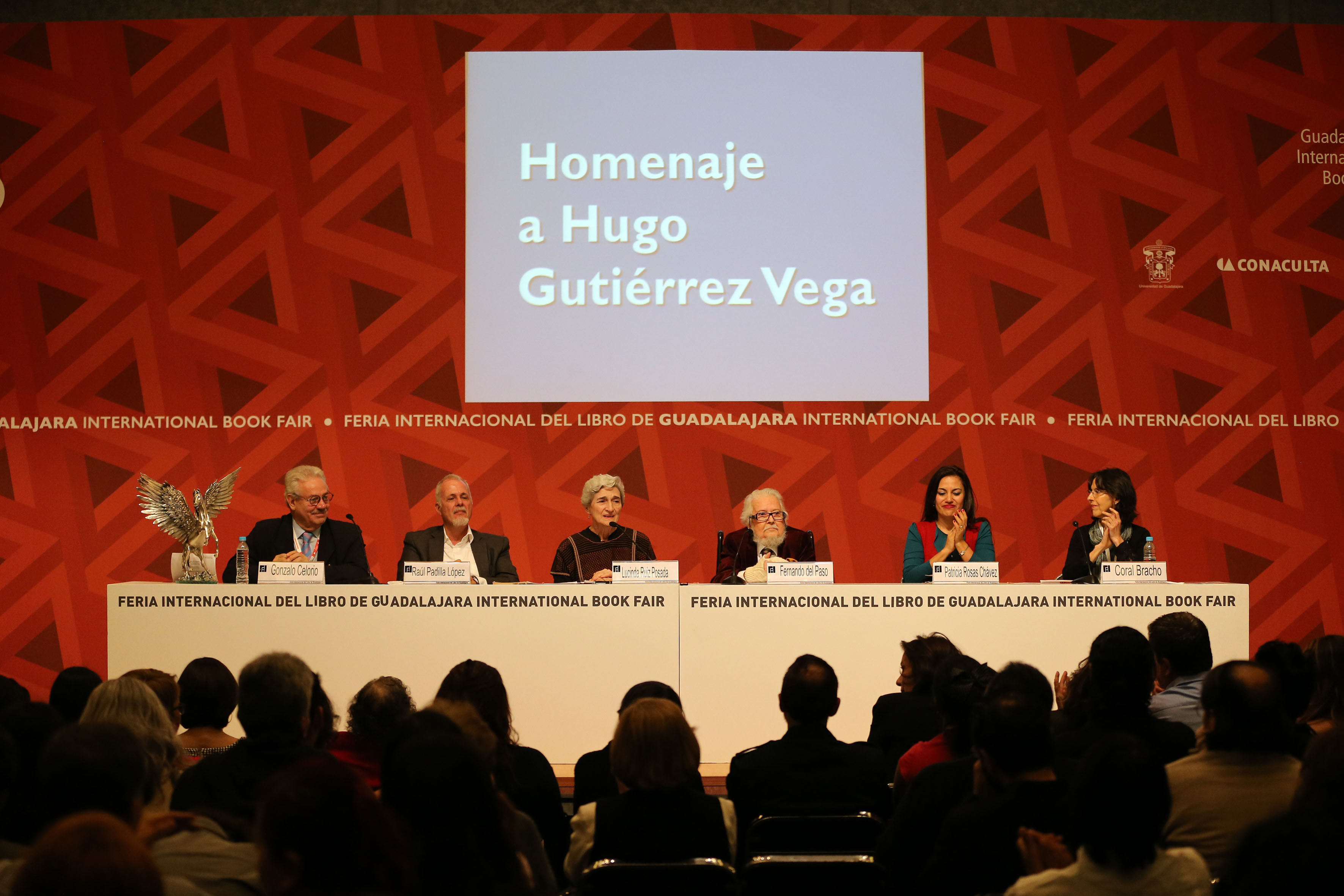 Participantes al homenaje.póstumo a Hugo Gutierrez de la Vega en la FIL de Guadalajara