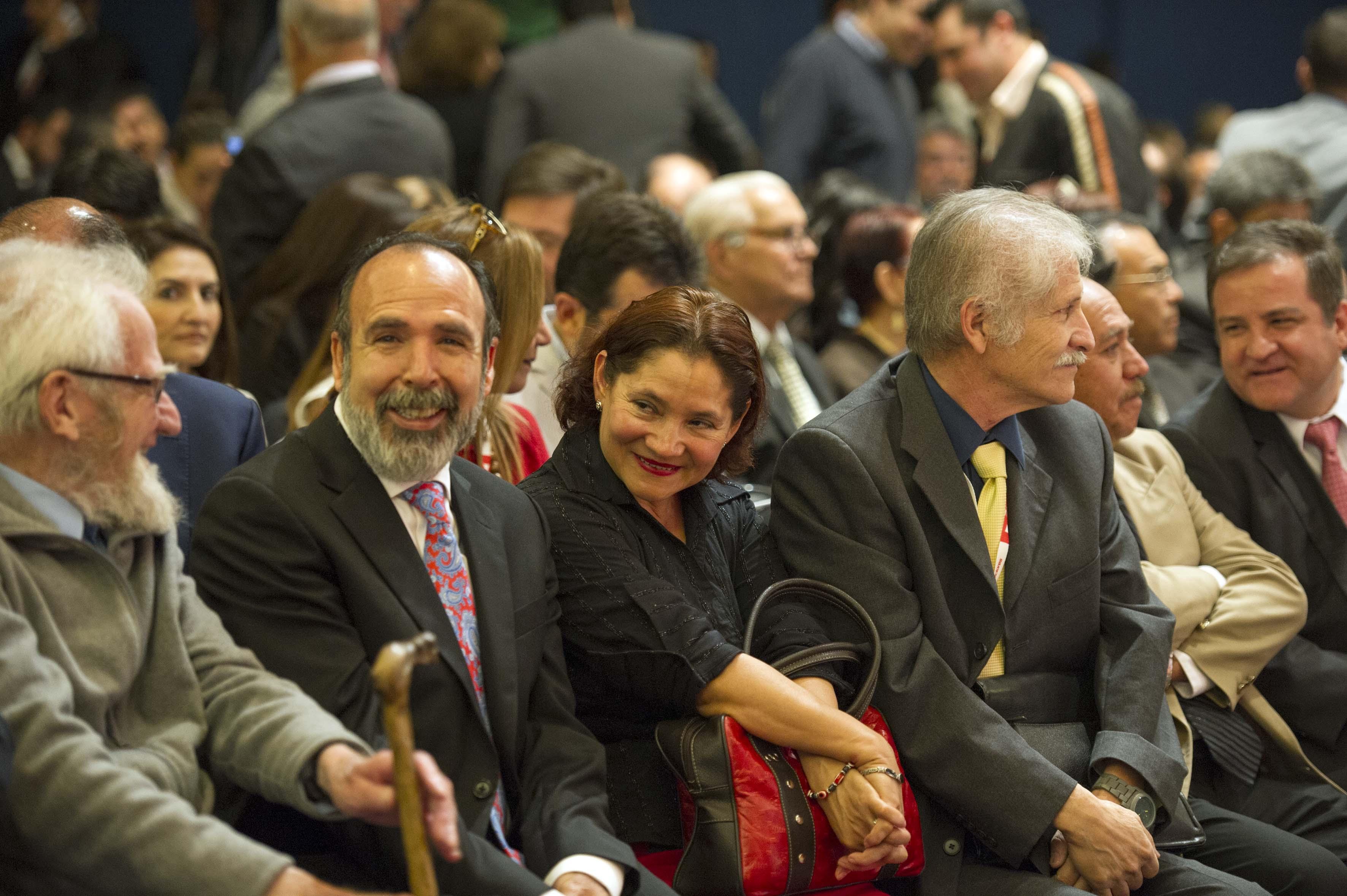 """Publico asistente a la ceremonia de entrega de la Presa al Mérito Académico """"Enrique Díaz de León"""""""