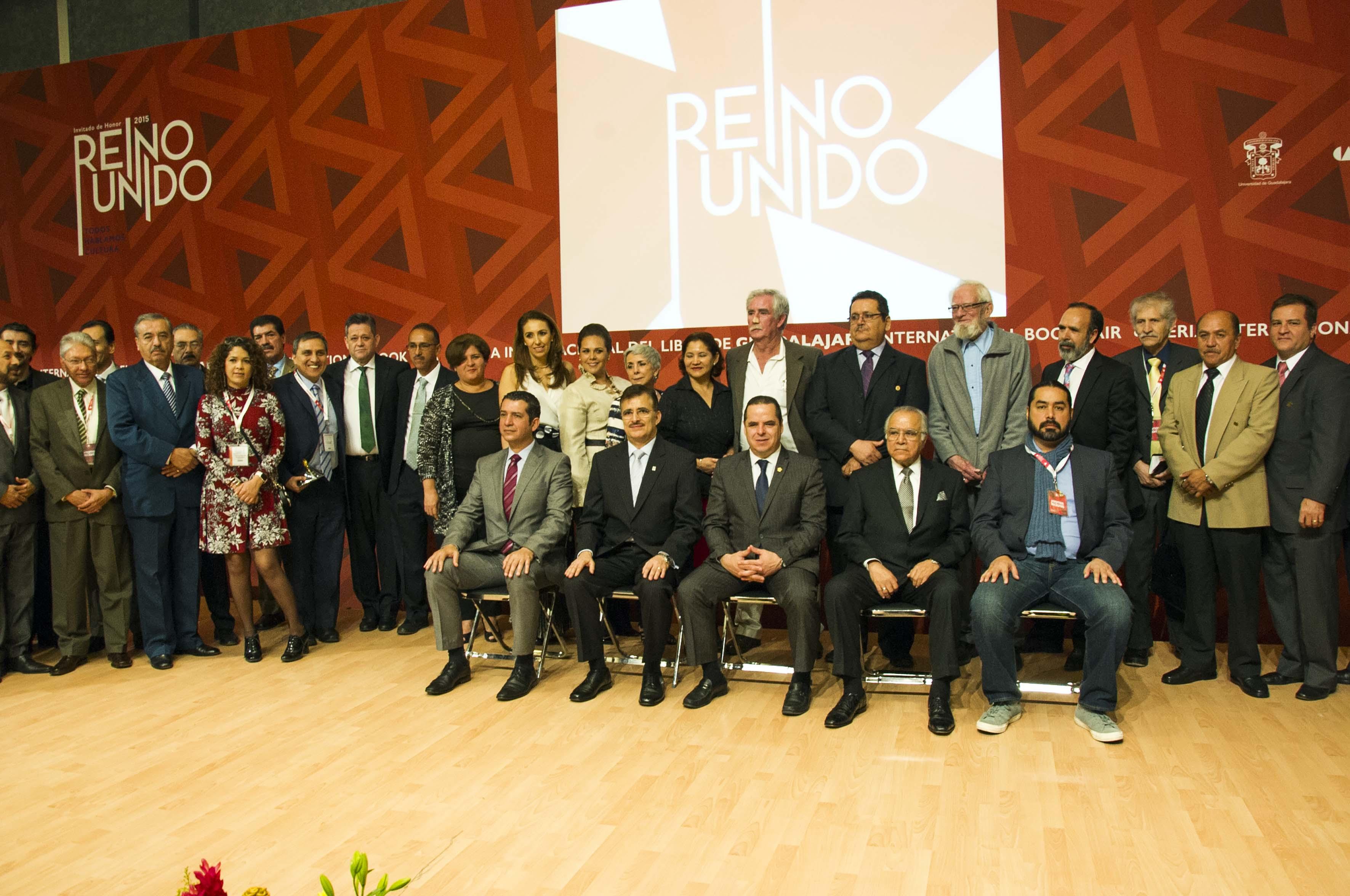 """Participantes a la ceremonia de entrega de la Presa al Mérito Académico """"Enrique Díaz de León"""""""