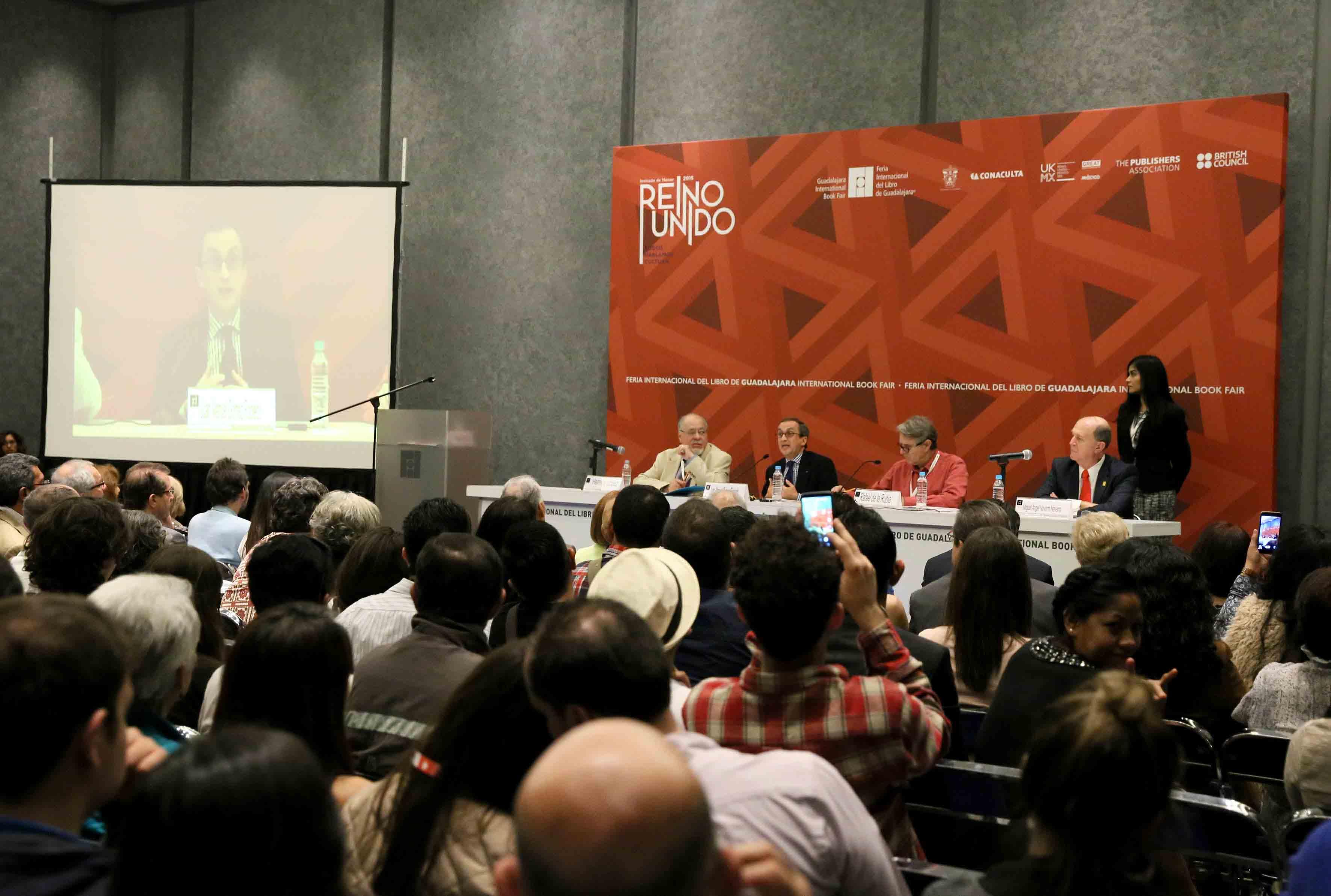 Asistentes y panelistas en el  XII Encuentro de Humanistas