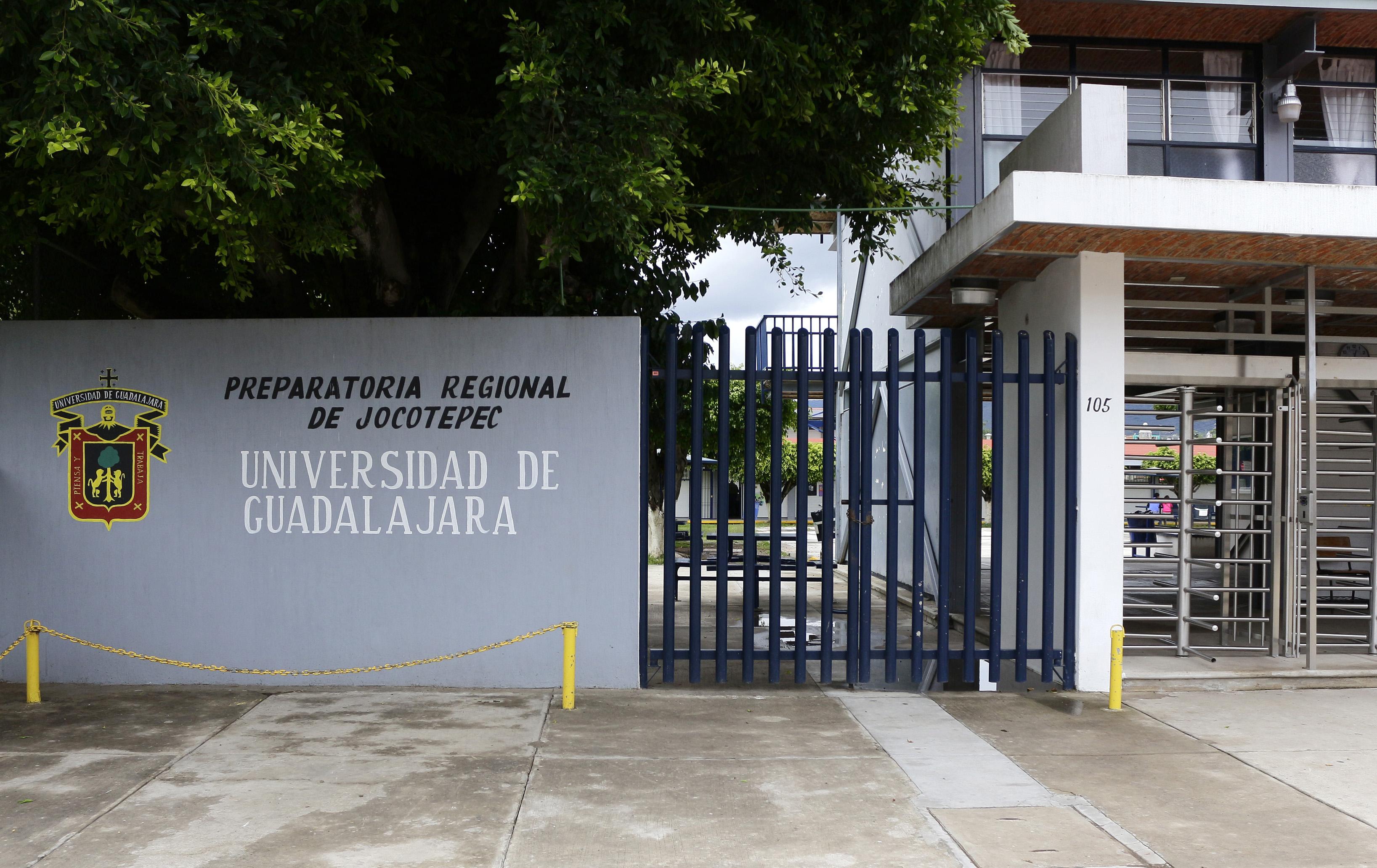 Foto de la entrada principal de la preparatoria regional de Jocotepec de la Universidad de Guadalajara.