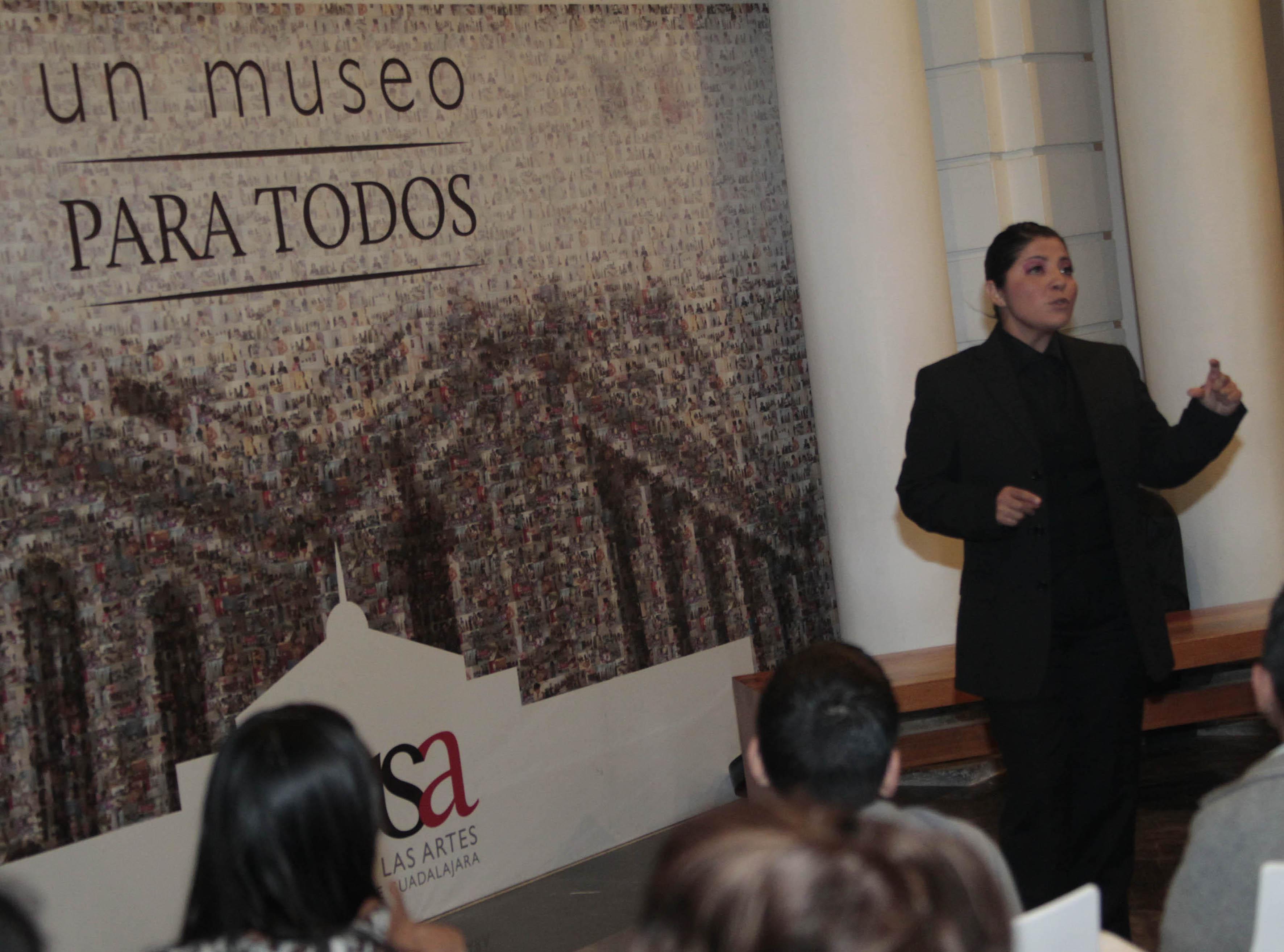 Cuenta Cuentos Isabel Cuevas participando en Narrativas Nocturnas