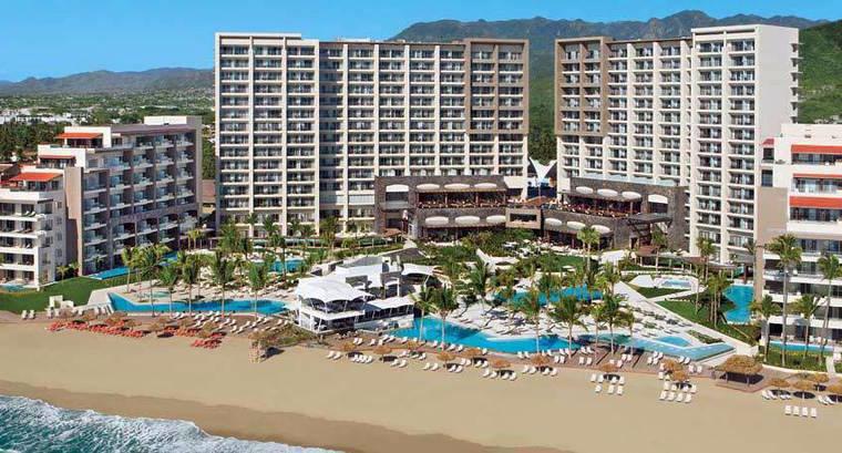 Hotel ubicado en una playa