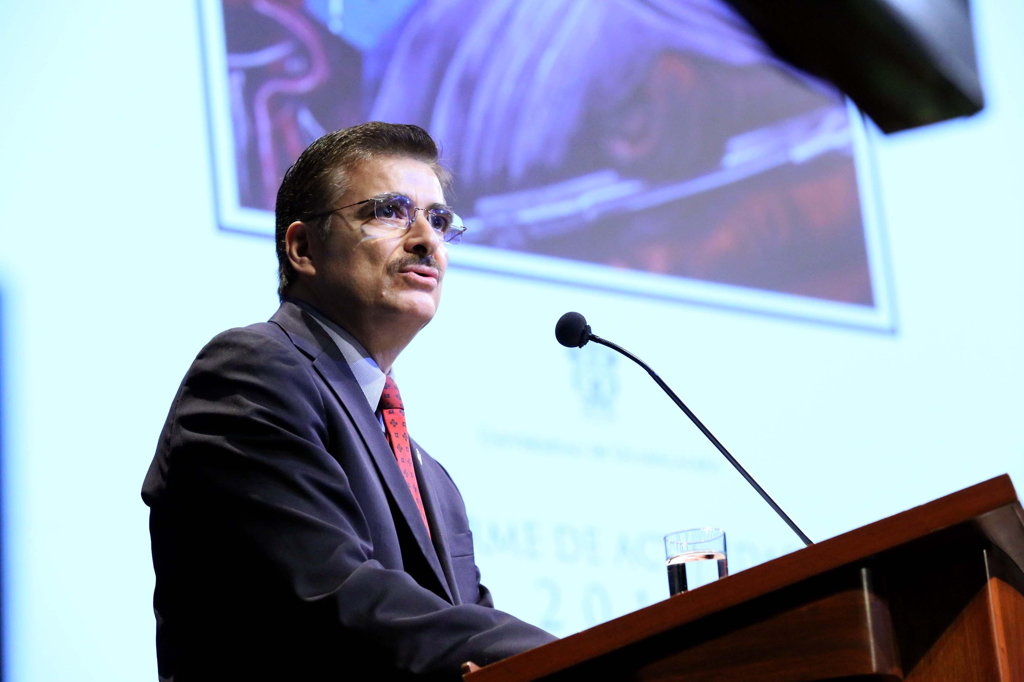 Rector General de la Universidad de Guadalajara, maestro Itzcóatl Tonatiuh Bravo Padilla.