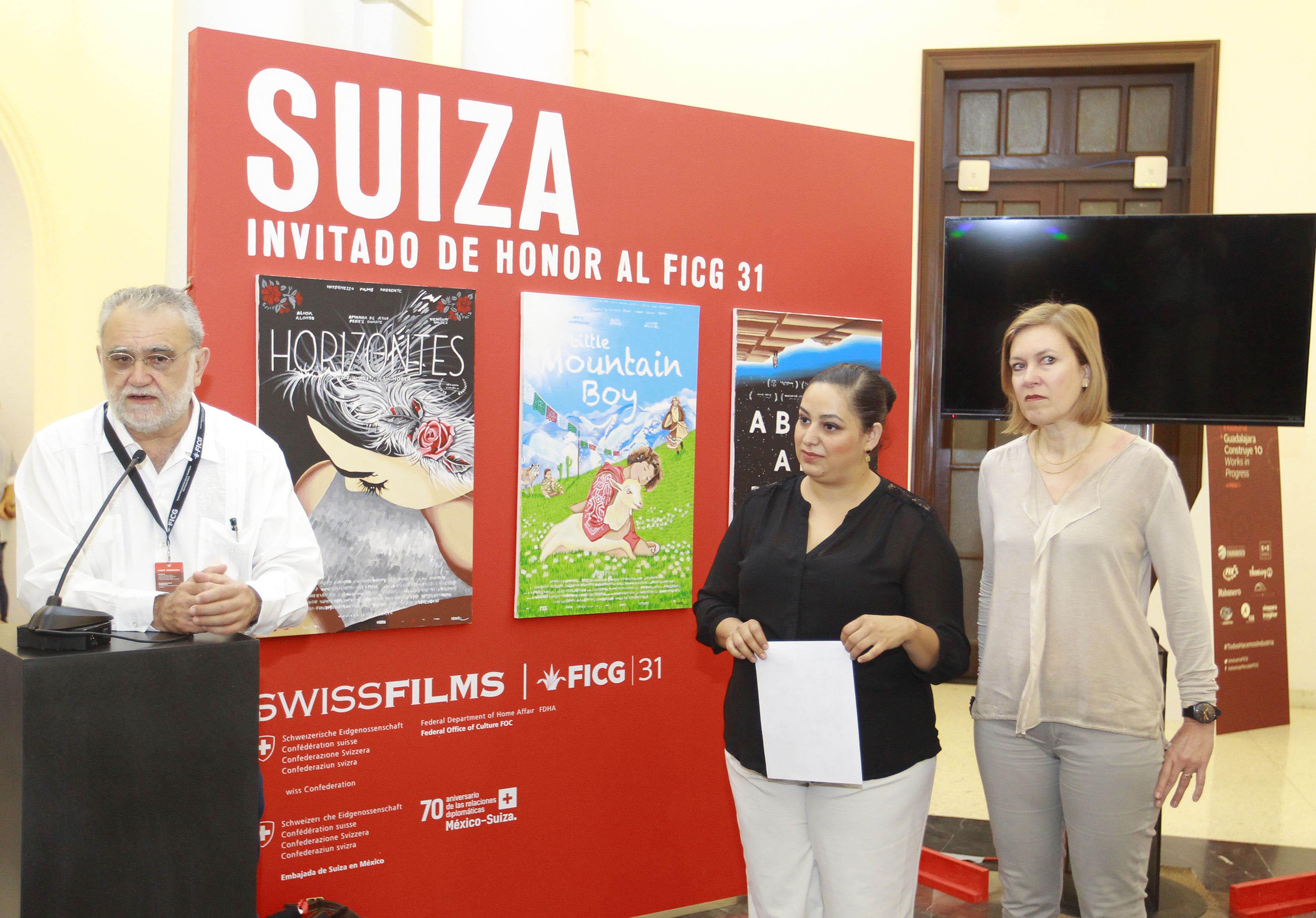 El director del FICG, biólogo Iván Trujillo  haciendo uso de la palabra