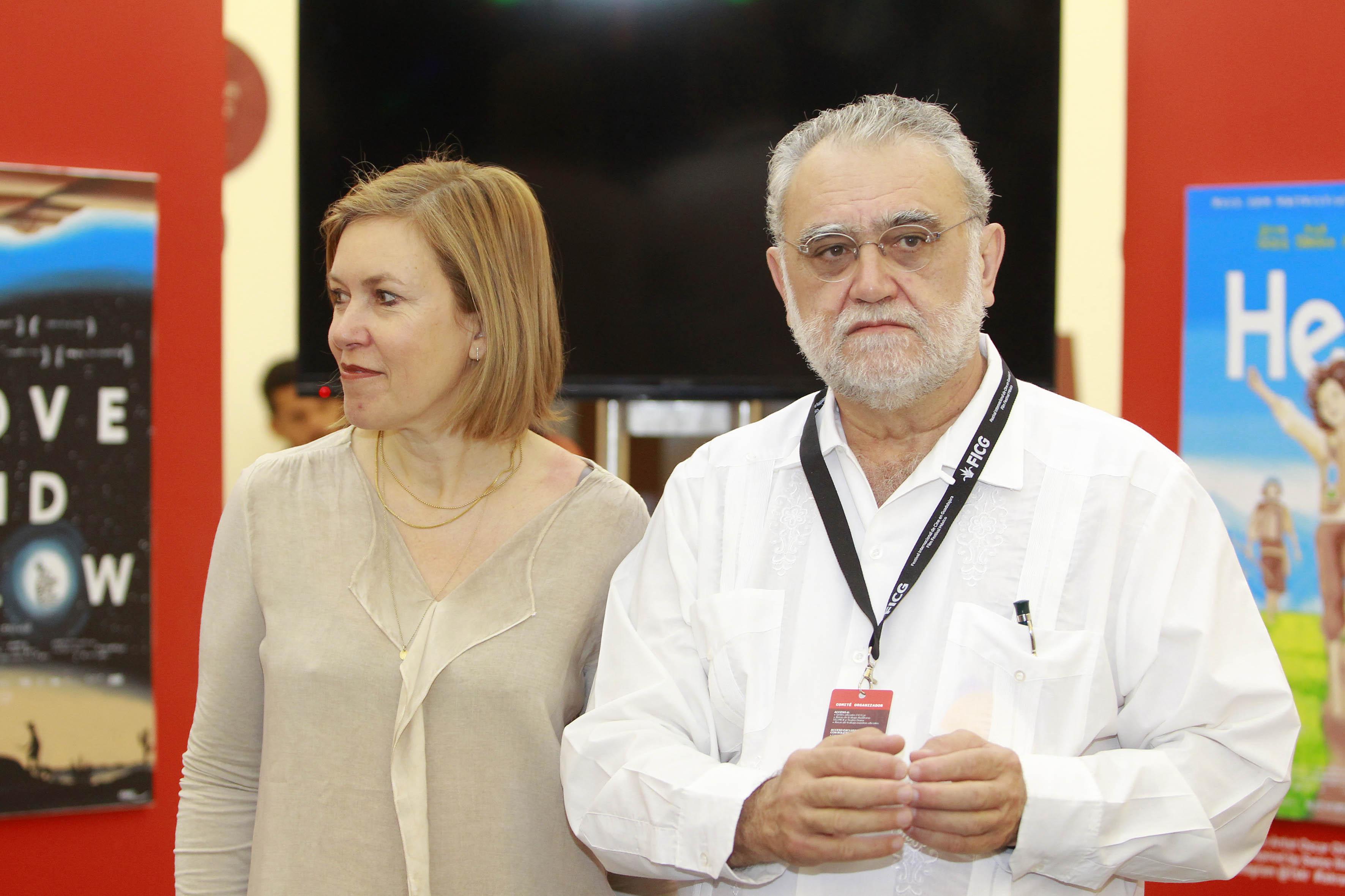 El director del FICG, biólogo Iván Trujillo  y la managing director de Swiss Films, Catherine Ann Berger