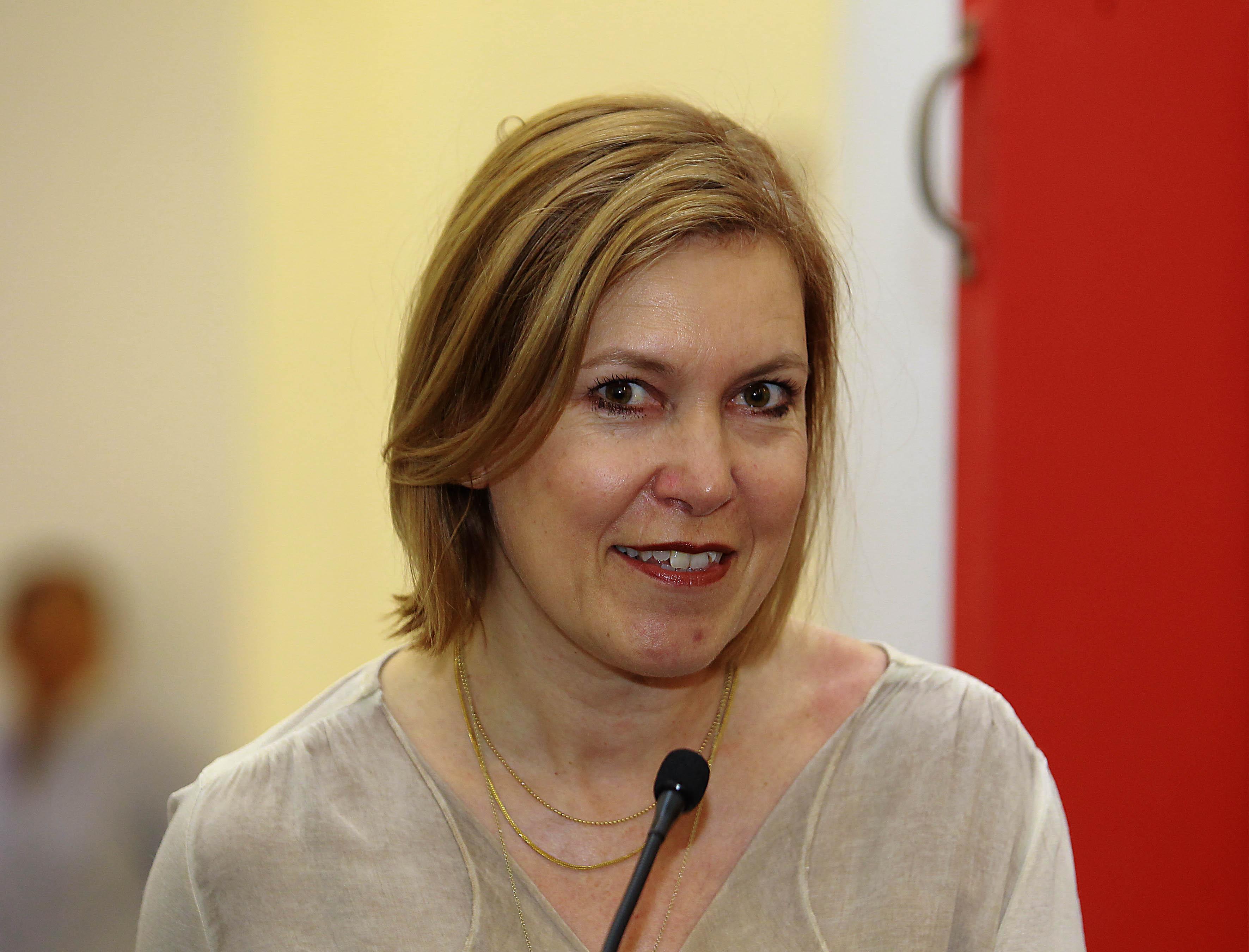 La  managing director de Swiss Films, Catherine Ann Berger haciendo uso de la palabra