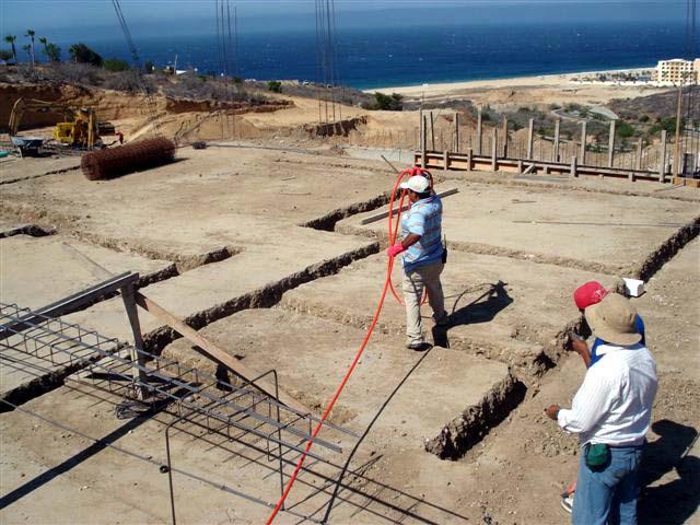 Personas trabajando en una obra de construcción