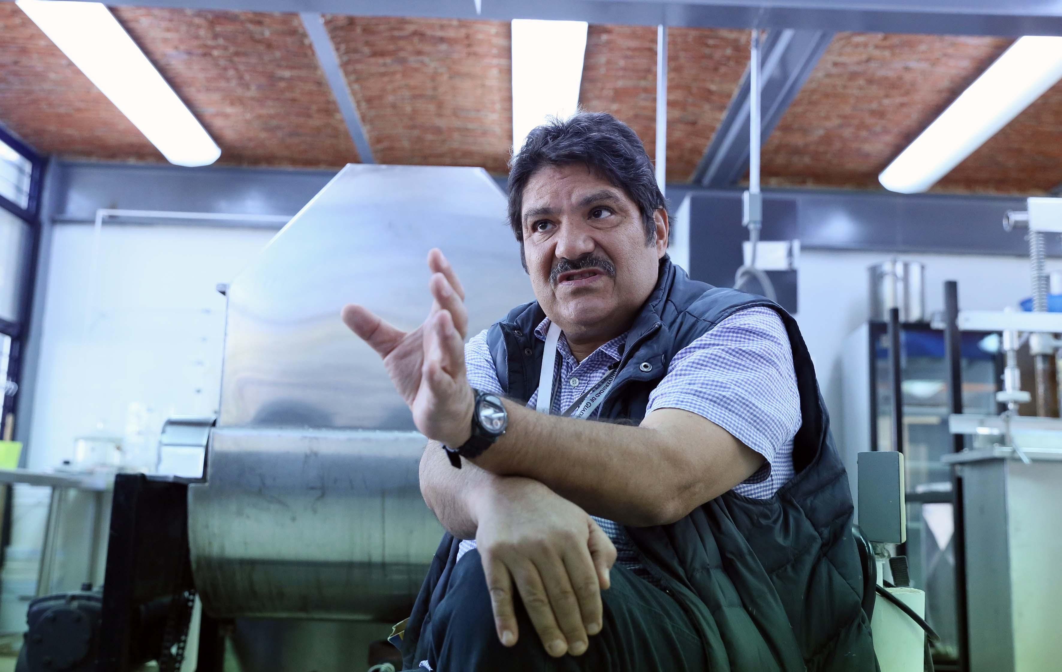 Especialista en plagas urbanas de la Universidad de Guadalajara, maestro Jaime Santillán Santana.