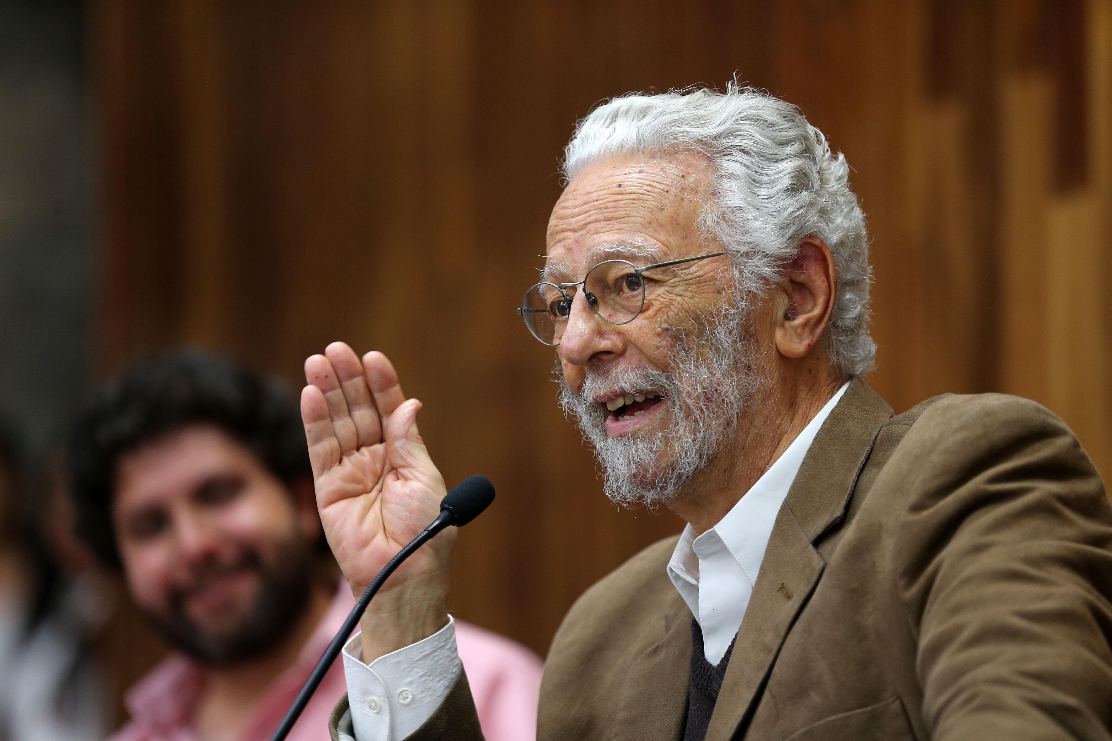 Dr. Enrique Dussel  haciendo uso de la palabra