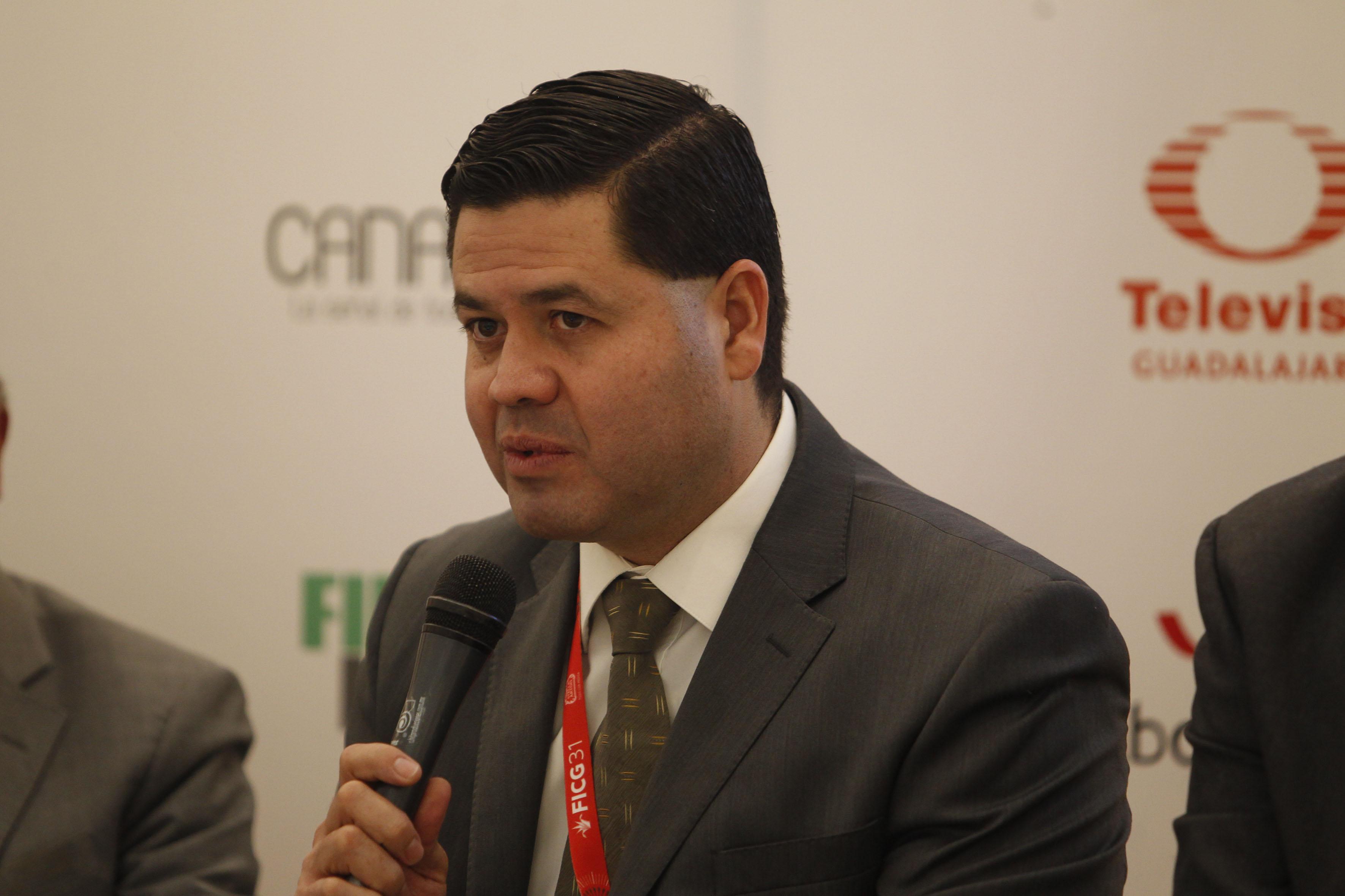 El director de la Operadora del Sistema Universitario de Radio, Televisión y Cinematografía de la Universidad de Guadalajara, maestro Gabriel Torres Espinoza