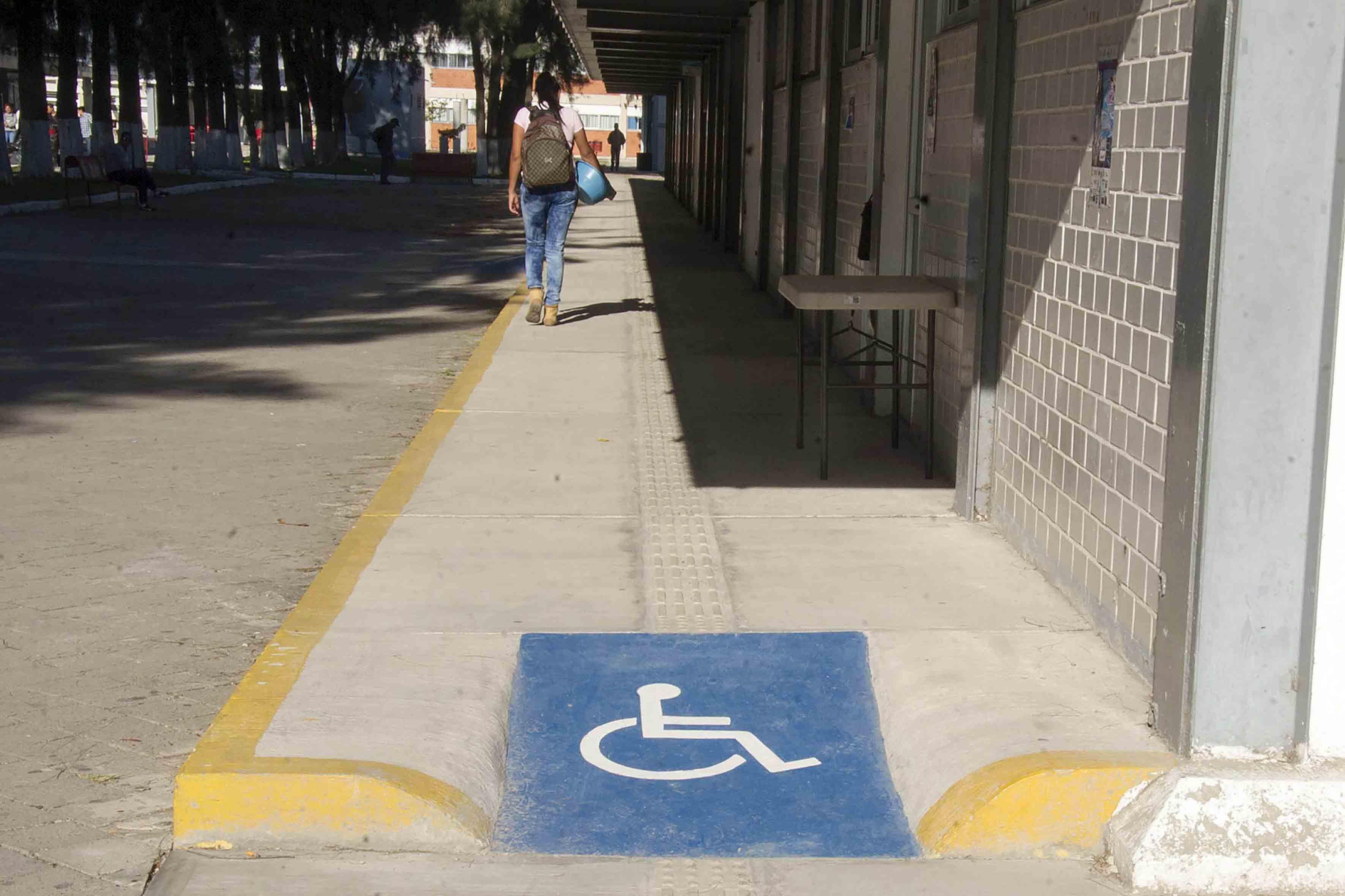 Udeg genera infraestructura para personas con discapacidad for Rampa de discapacitados