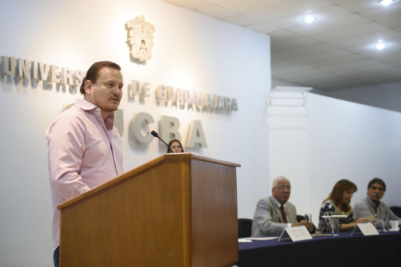 """Jose Alberto Galarza Villaseñor particpando en la conferencia """"Moverse por la Tierra"""""""