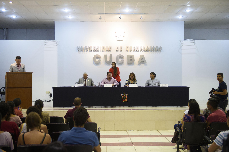 """Participantes a la conferencia """"Moverse por la Tierra"""""""
