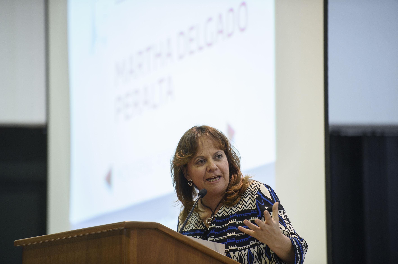 Activista ambiental Martha Delgado Peralta participando en la Cátedra Elena Poniatowska, organizada por la Federación de Estudiantes Universitarios (FEU).