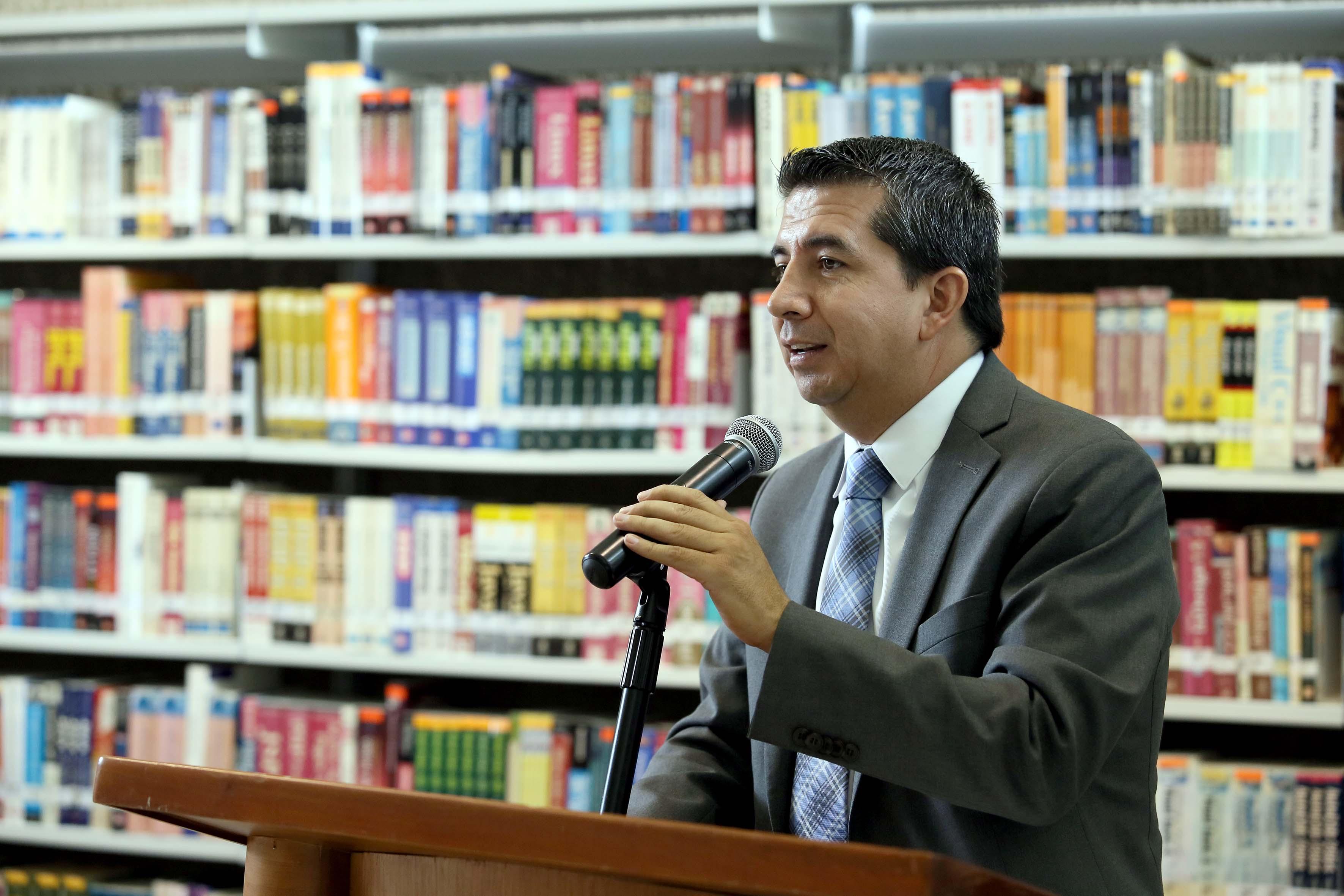 Mtro. José Alberto Castellanos Gutiérrez, Rector del CUCEA haciendo uso de la palabra