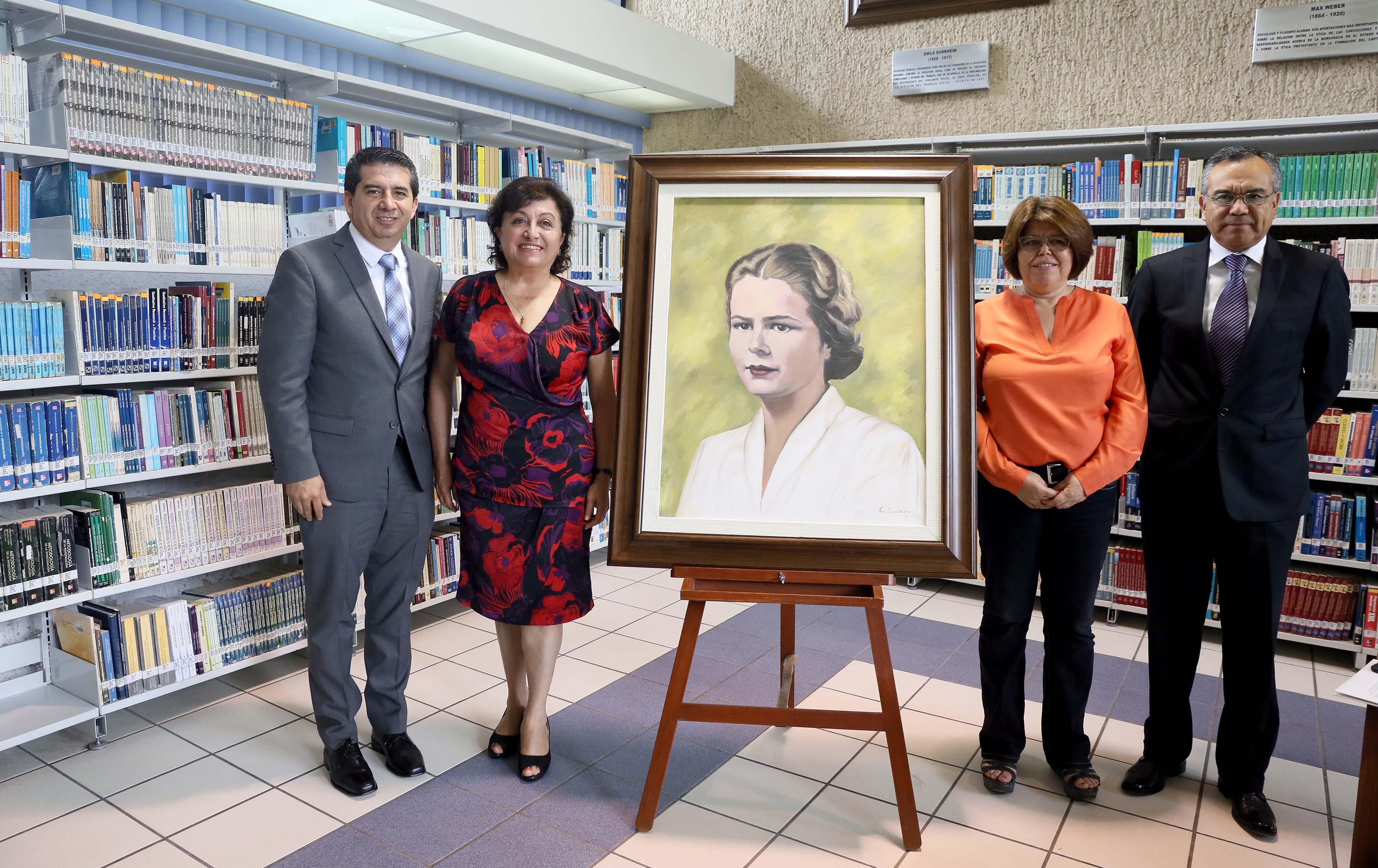 Ceremonia de entrega del retrato de Edith Penrorose que ocupara un lugar en la Galería de pensadores clásicos de la Ciencia Económico Administrativa, del Centro de Recursos Informativos (CERI), adscrito al Centro Universitario de Ciencias Económico Administrativas (CUCEA).