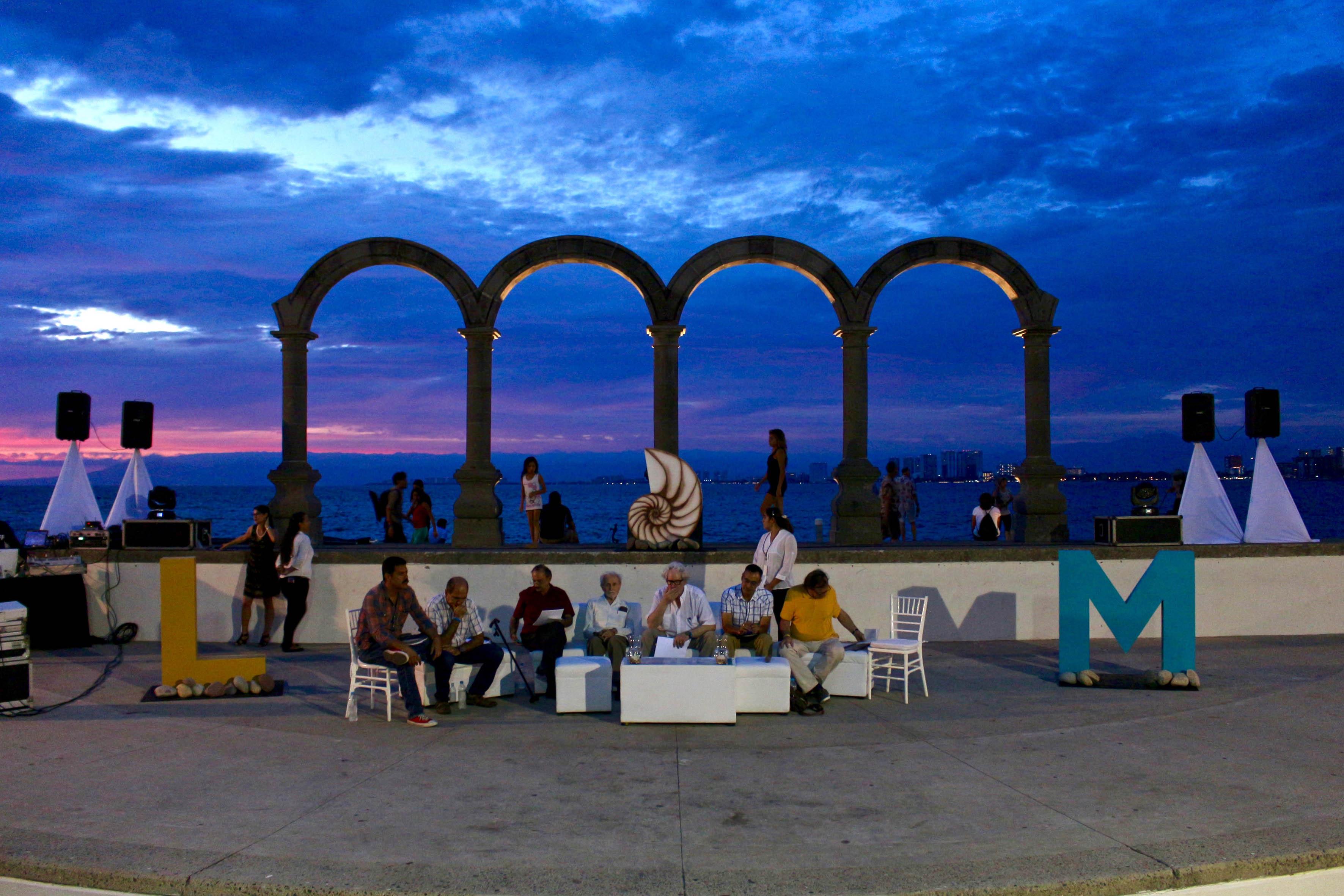 Homenaje al poeta yucateco Raúl Renán y distinguido con el galardón El Caracol de Plata