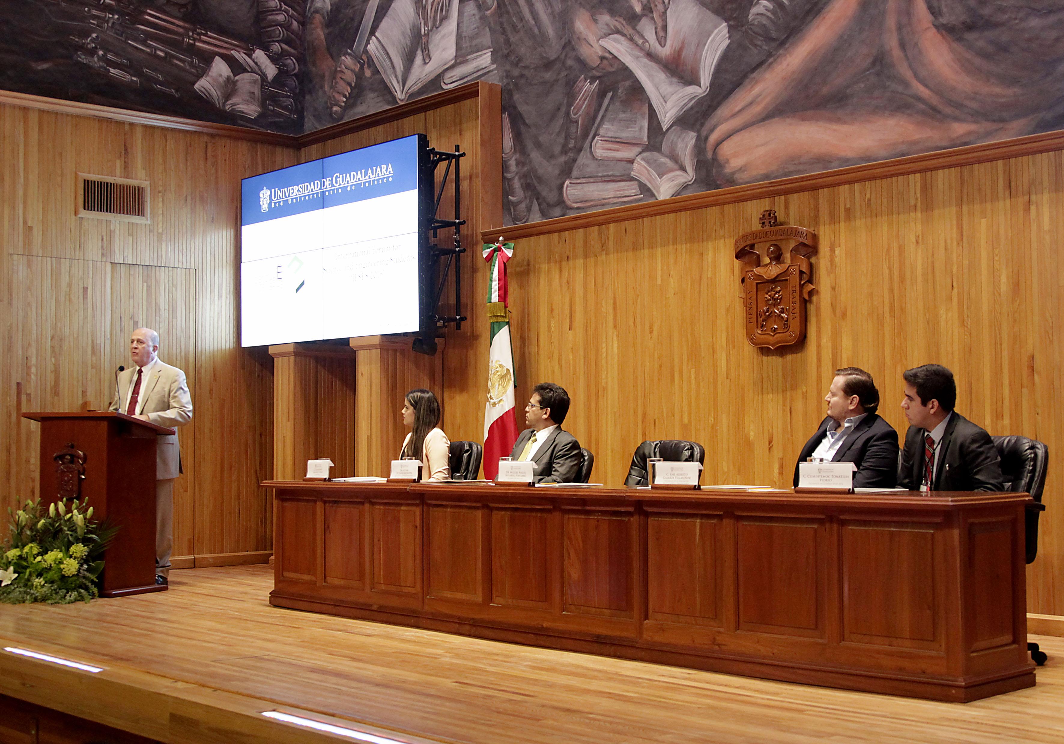 Doctor Miguel Ángel Navarro Navarro participando Foro Internacional para Estudiantes de Ciencias e Ingenierías