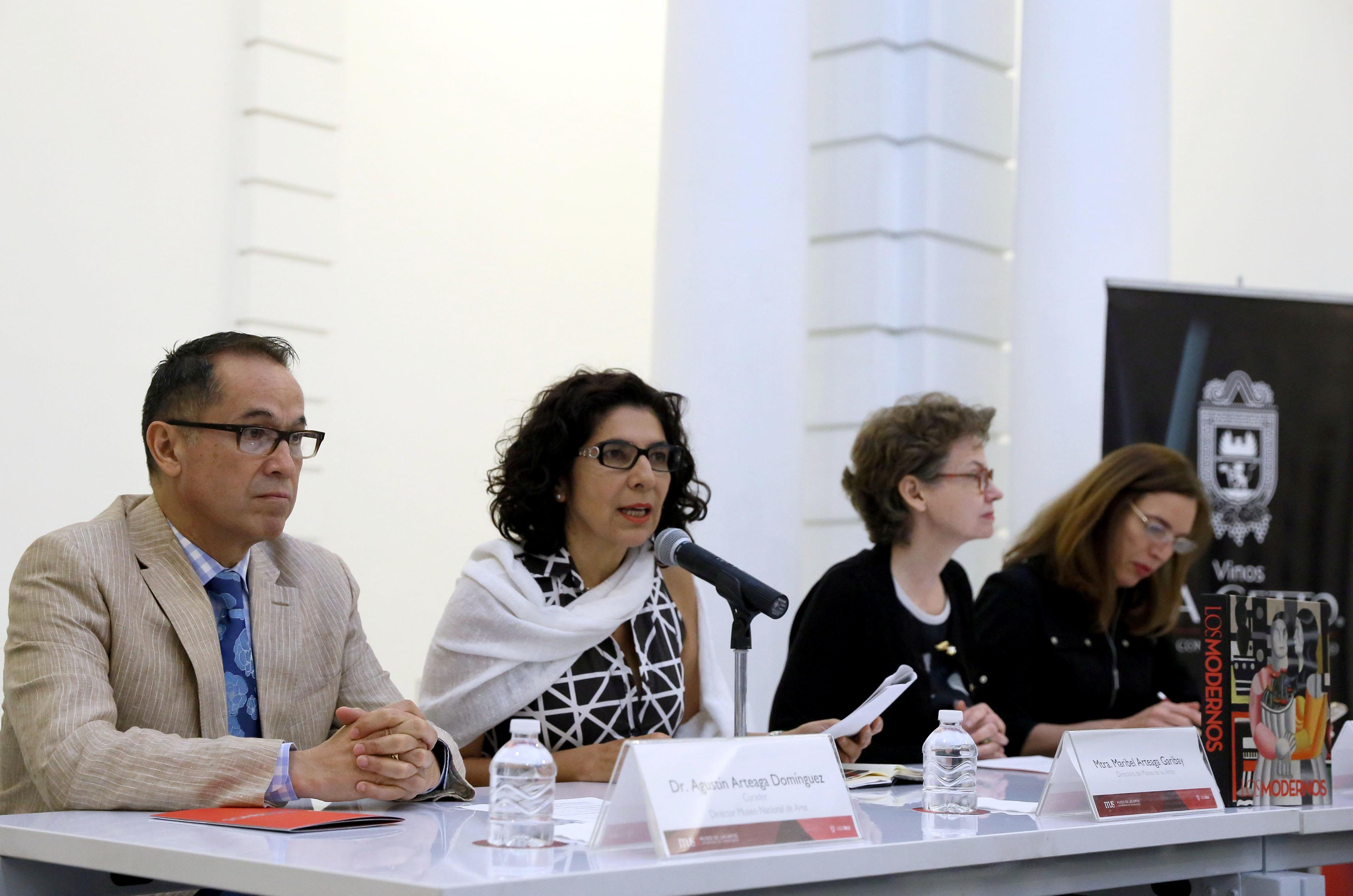 Mtra. Maribel Arteaga Garibay directora del museo de las artes haciendo uso de la palabra