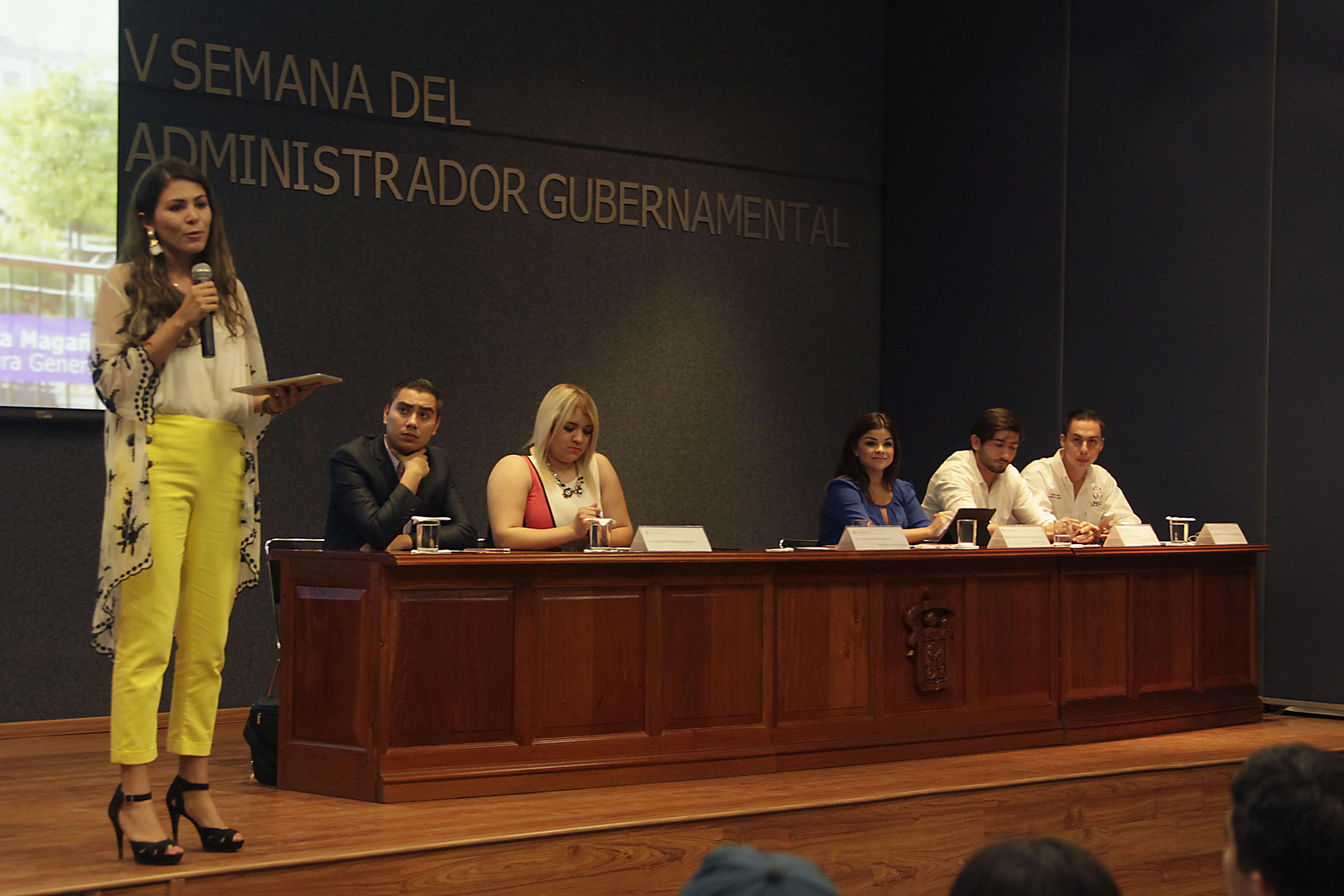 """Ponentes participando en la conferencia """"Retos de la administración gubernamental en Zapopan"""""""